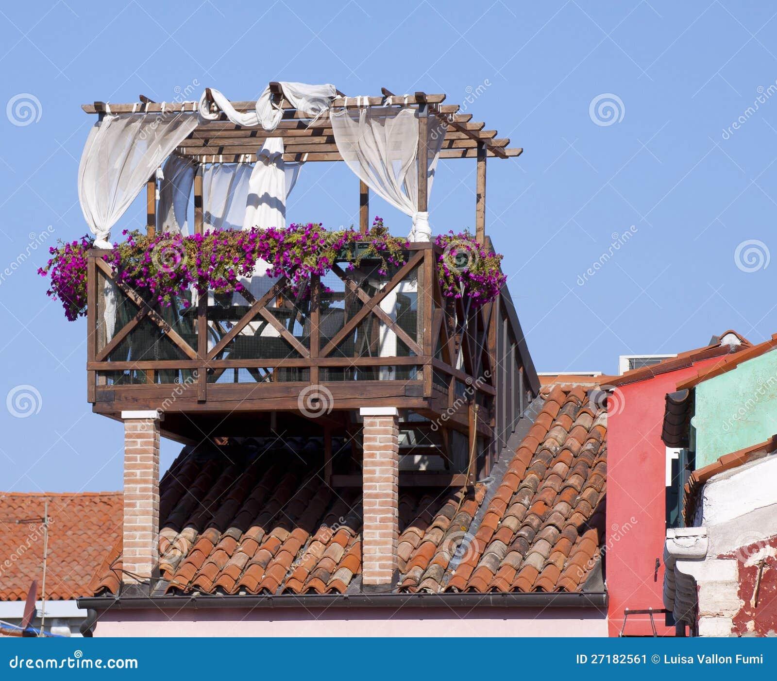 Venezia, Terrazzo Sul Tetto Immagine Stock - Immagine di tenda ...