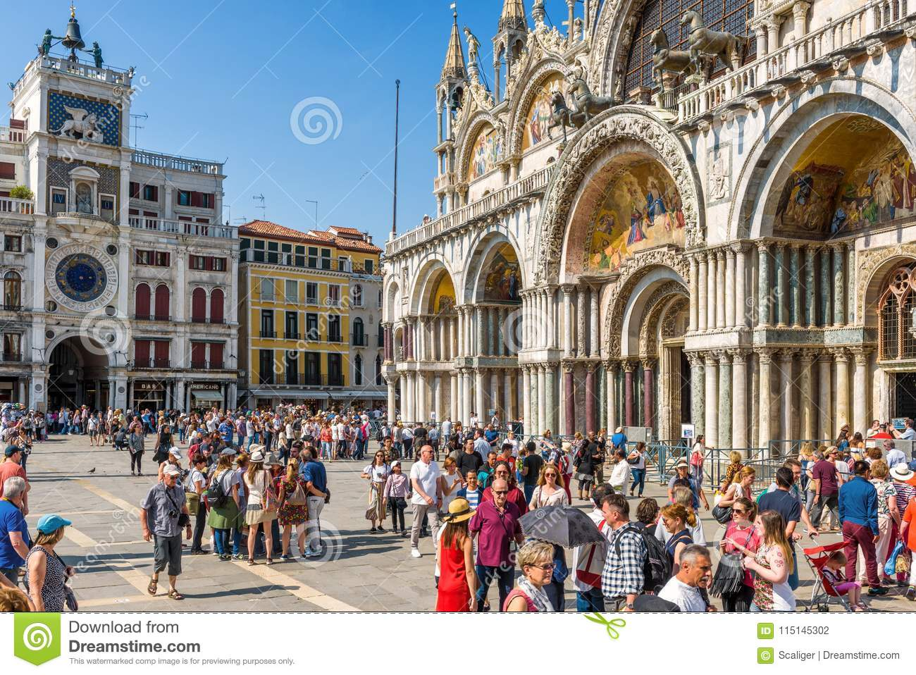 People Visit The San Marco Square In Venice Editorial Photography ...
