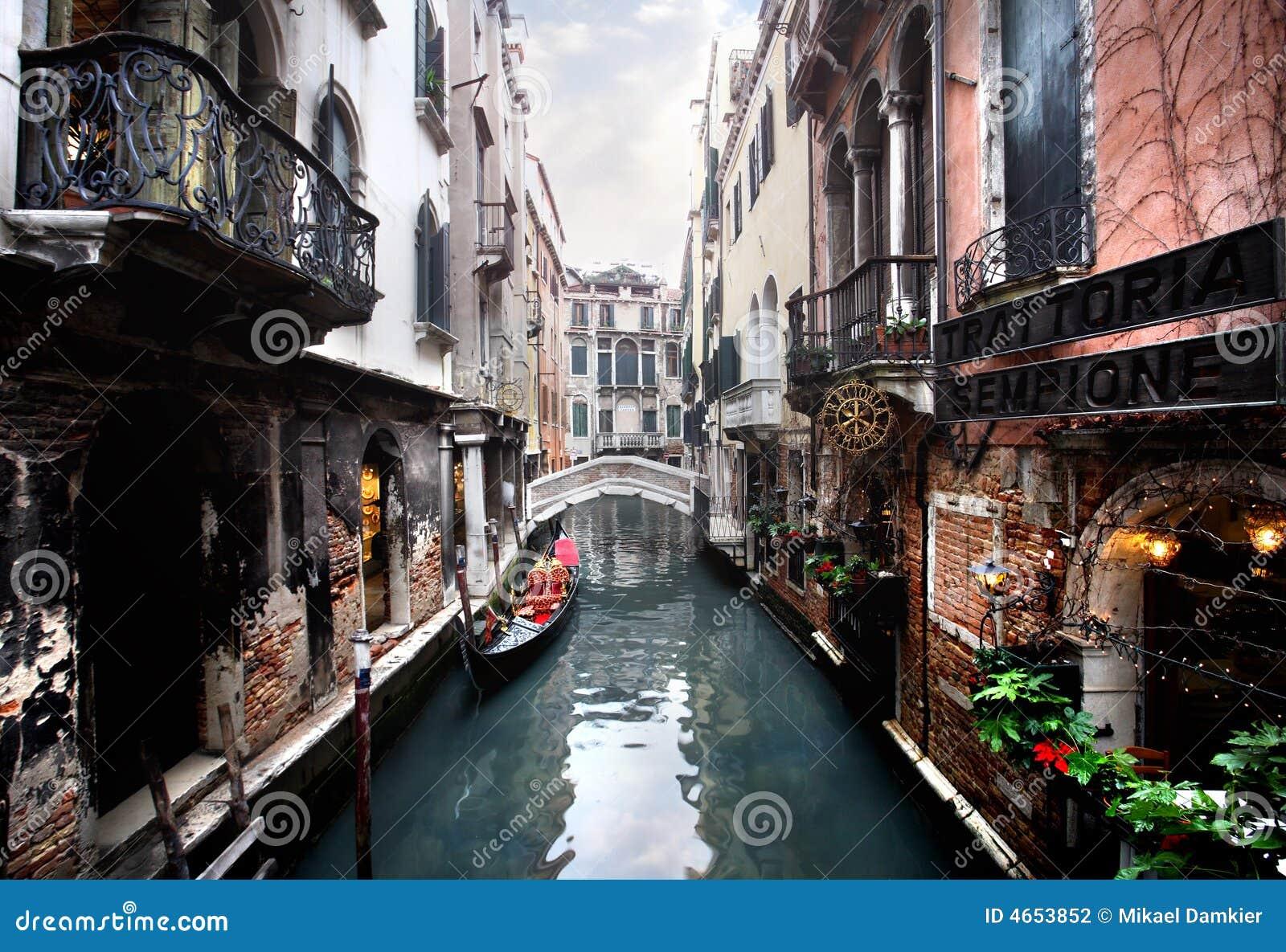 Venise - canal et une passerelle