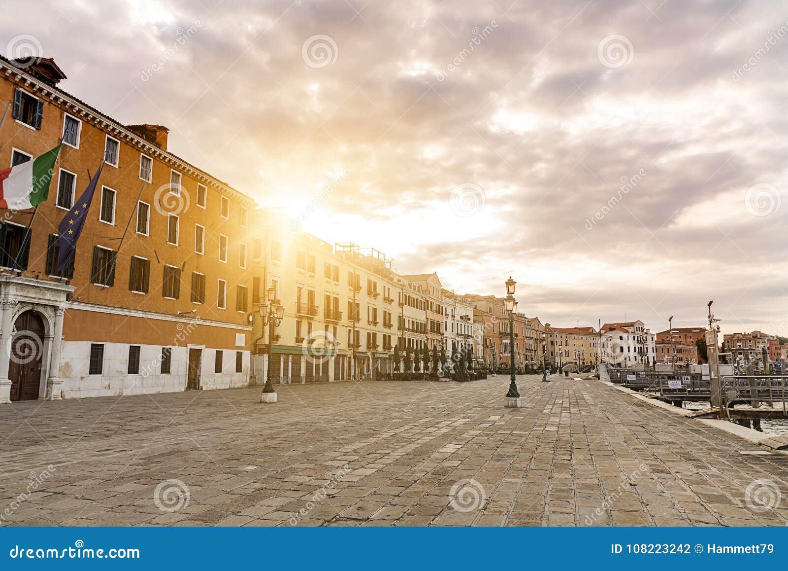 Venise italie dans le soleil de matin photo stock image for Dans italien