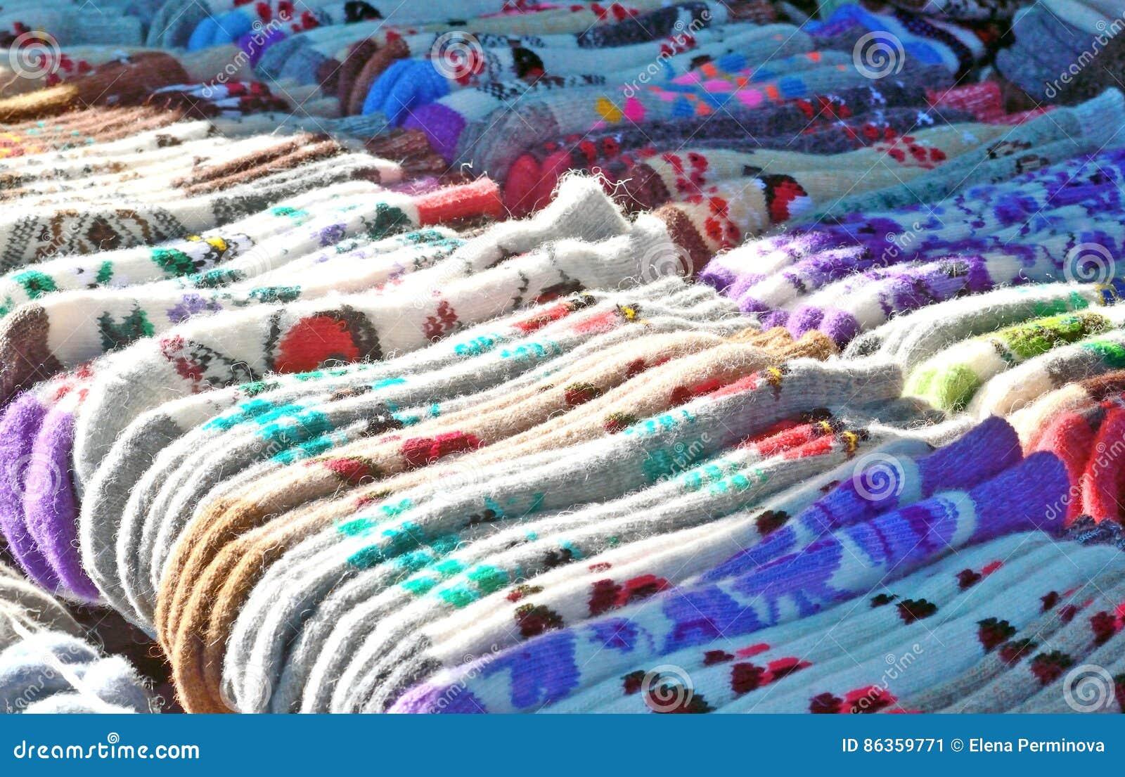 Venta De Calcetines De Lana En El Mercado Imagen de archivo - Imagen ...