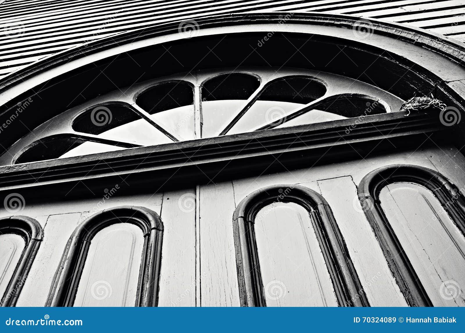 Ventana abstracta de las puertas