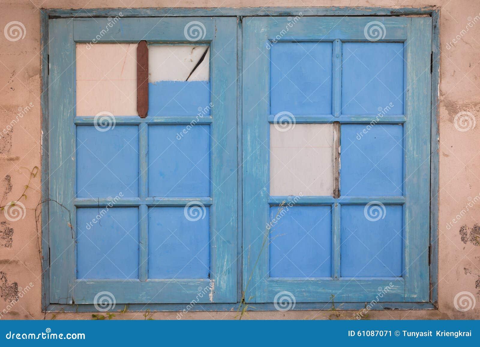 Como pintar ventanas de madera ventana de madera pintada for Pintar ventanas de madera exterior