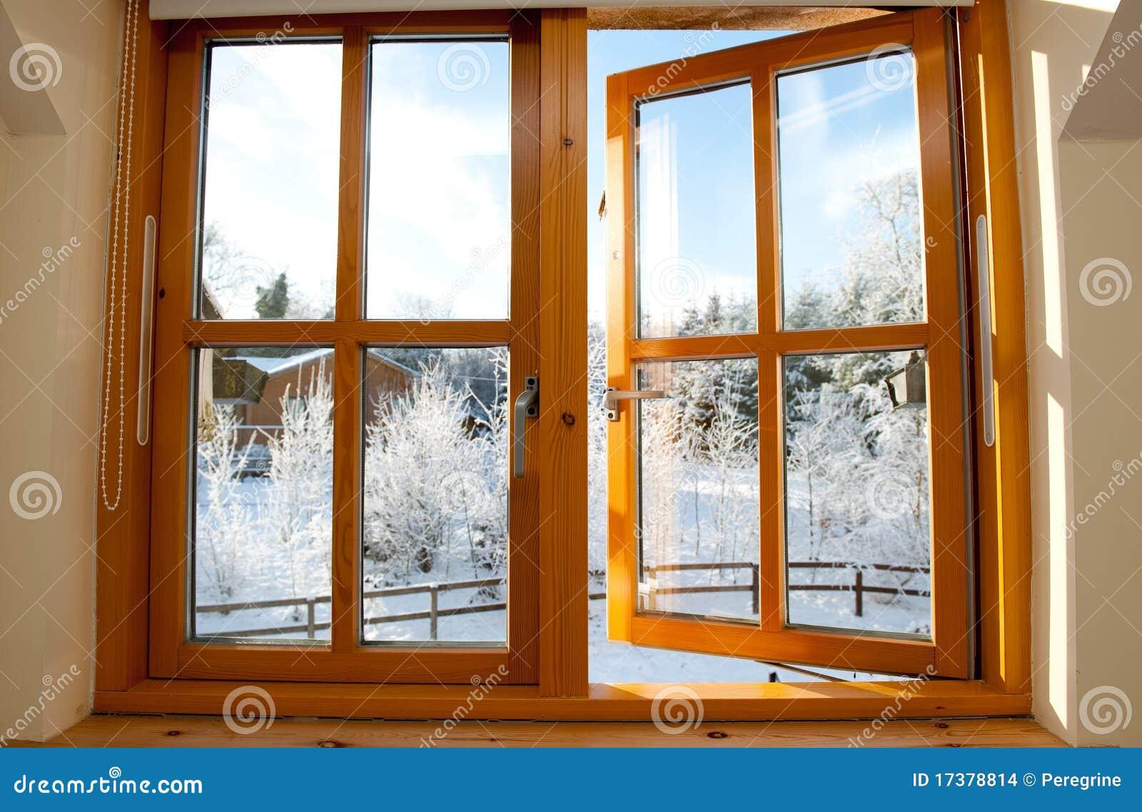 ventana de madera esmaltada doble imagenes de archivo