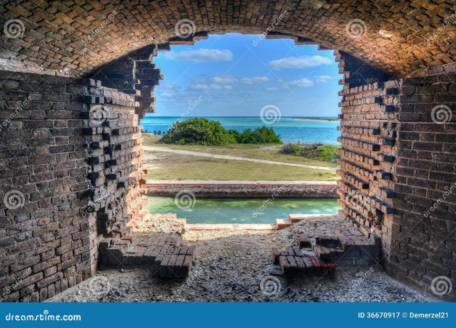 Ventana, fuerte Jefferson en el parque nacional seco de Tortugas