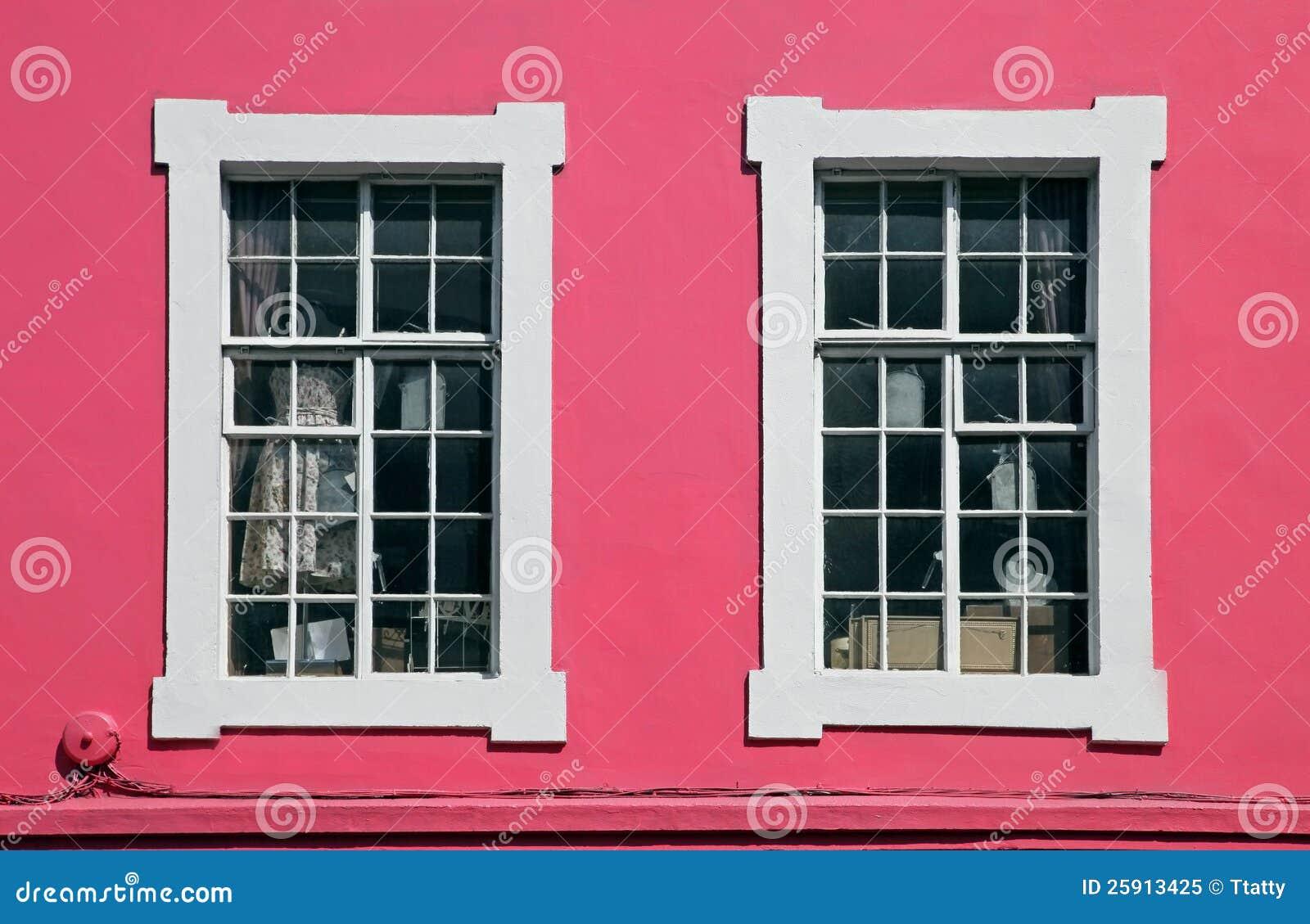 Ventana rosada foto de archivo libre de regal as imagen - Molduras para ventanas exteriores ...