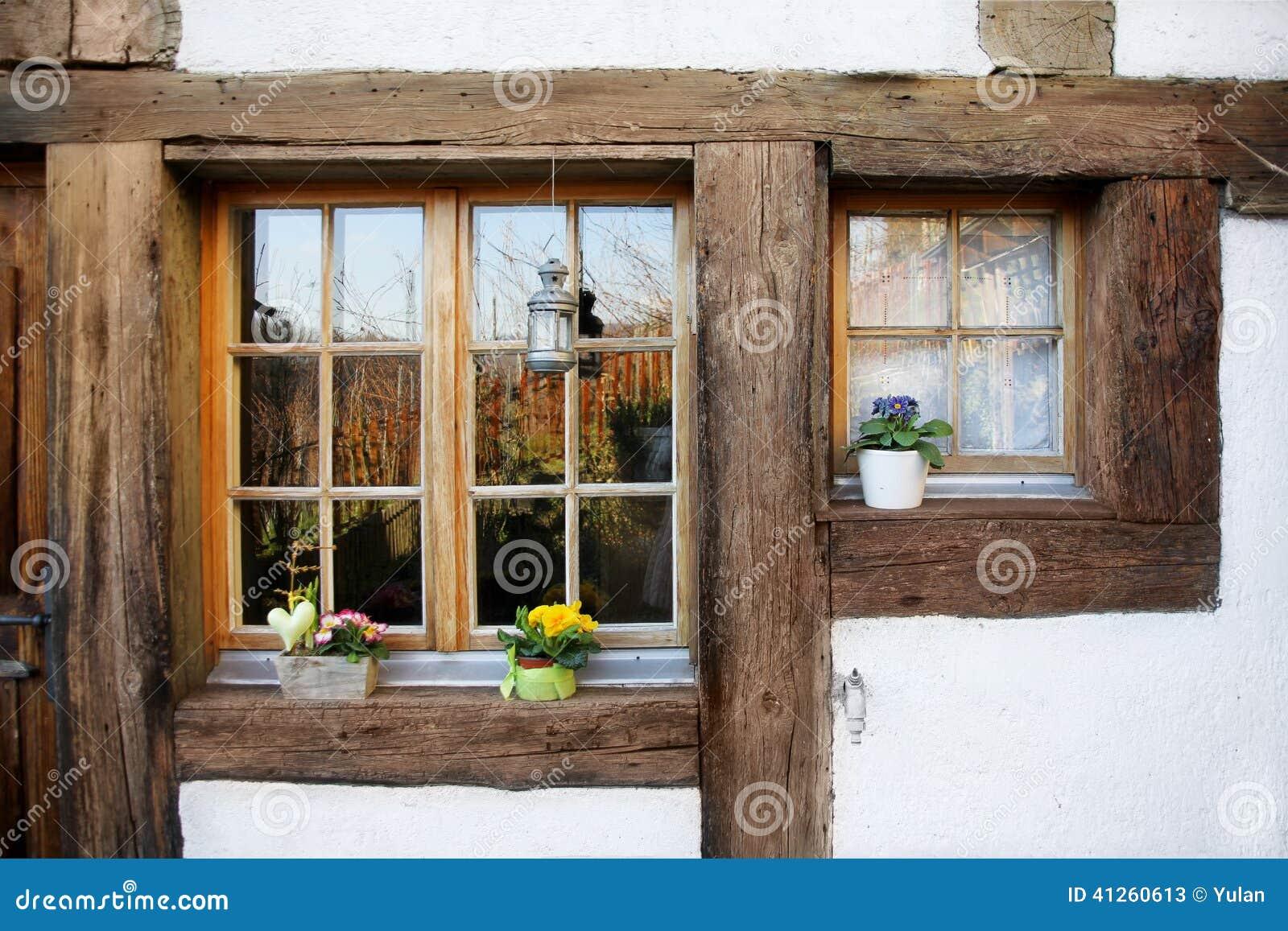 Ventanas de madera de rustica imagen de archivo imagen - Ventanas madera precios ...