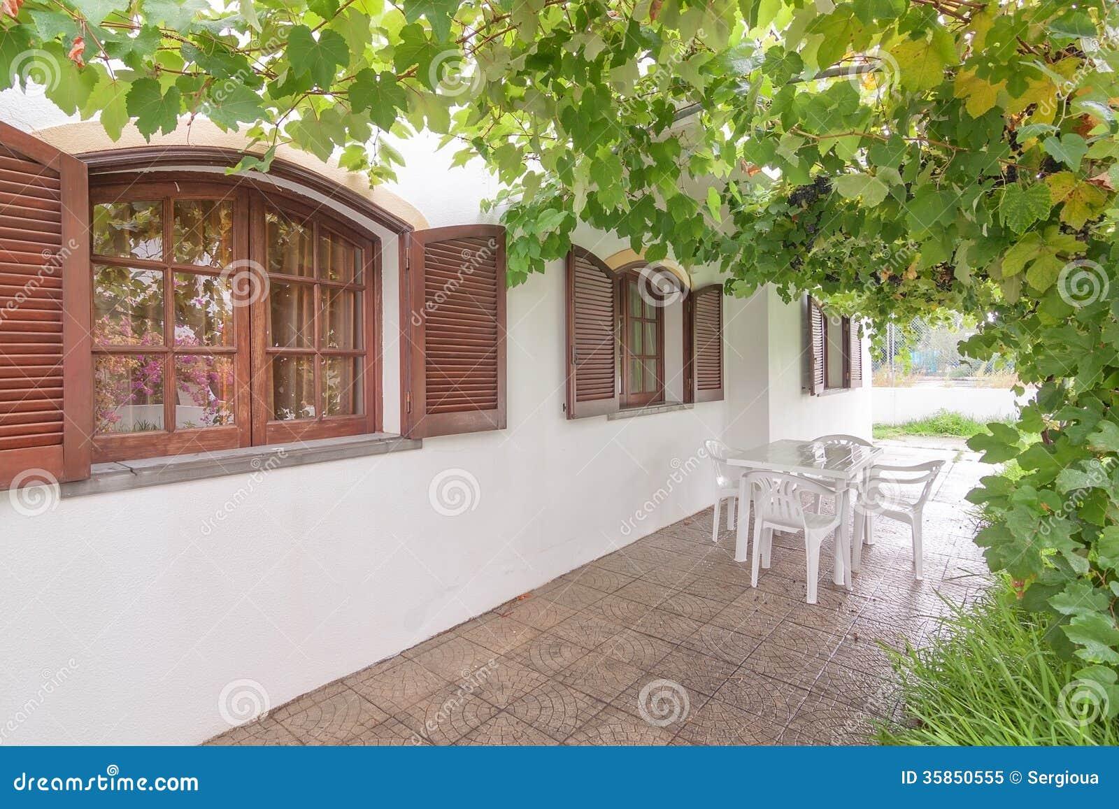 Ventanas de madera del vintage de la casa imagen de - La casa vintage ...