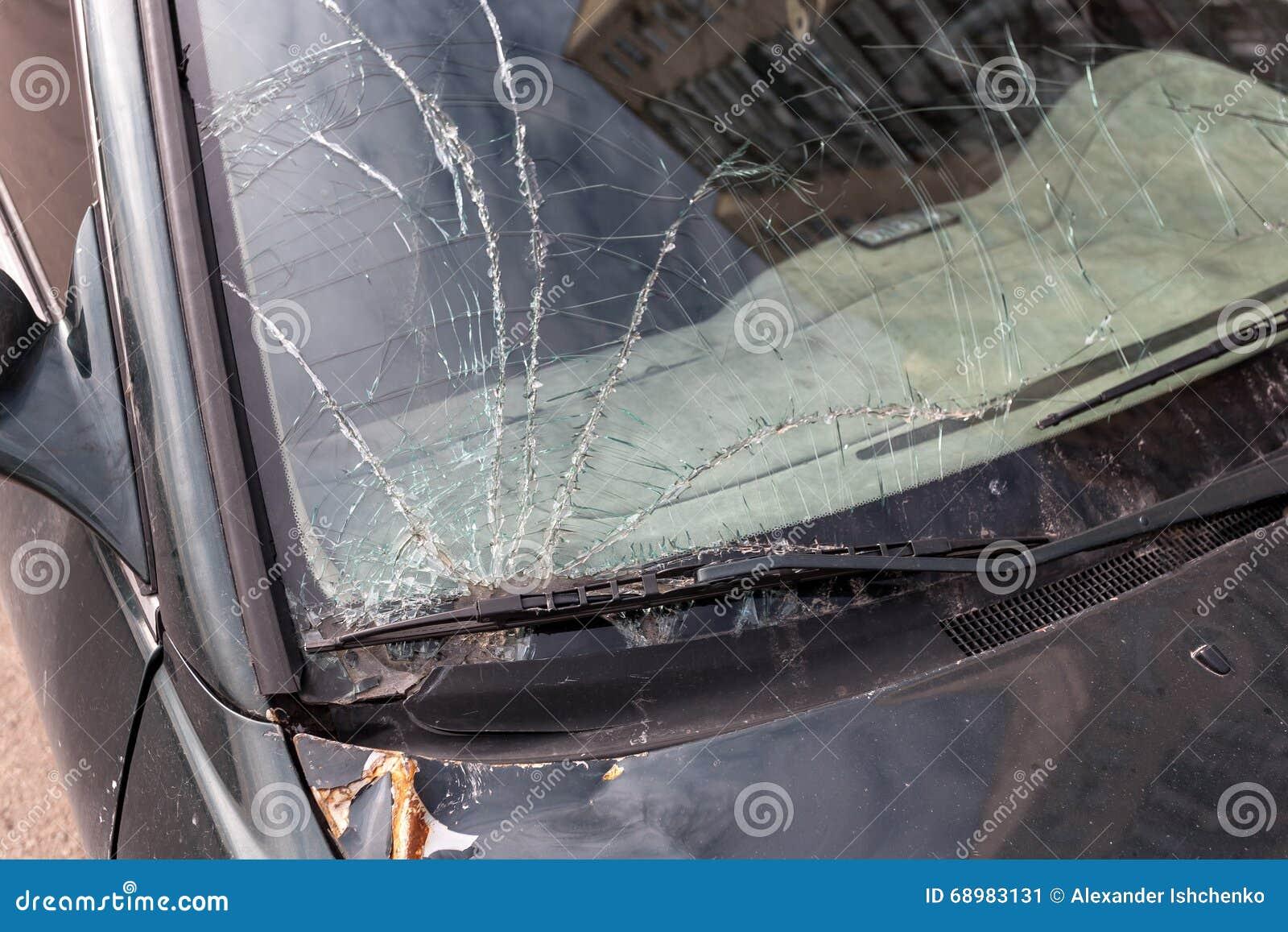 Ventanilla del coche dañada