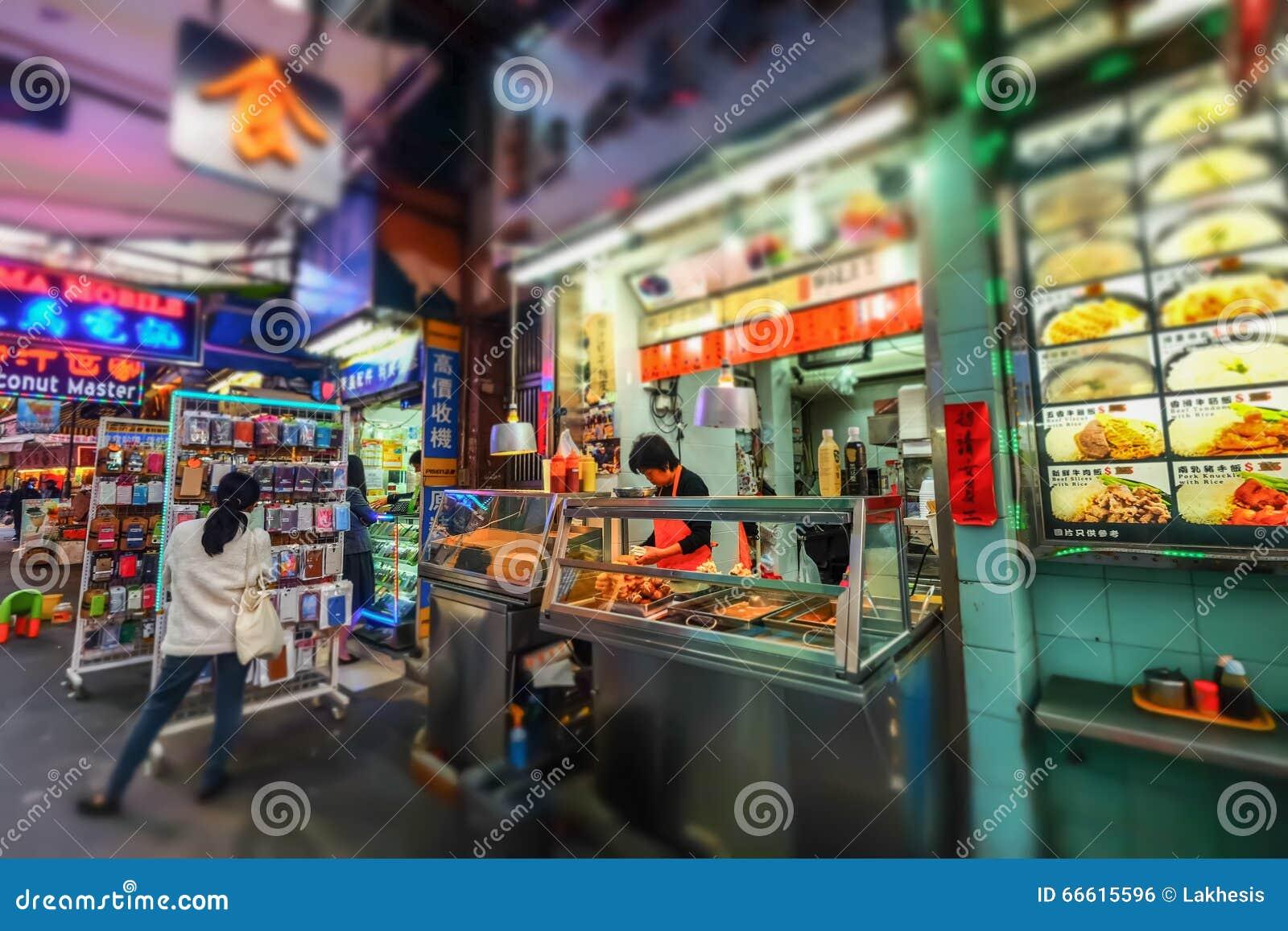 Vente de la nourriture asiatique dans la boutique traditionnelle de rue Hon Kong