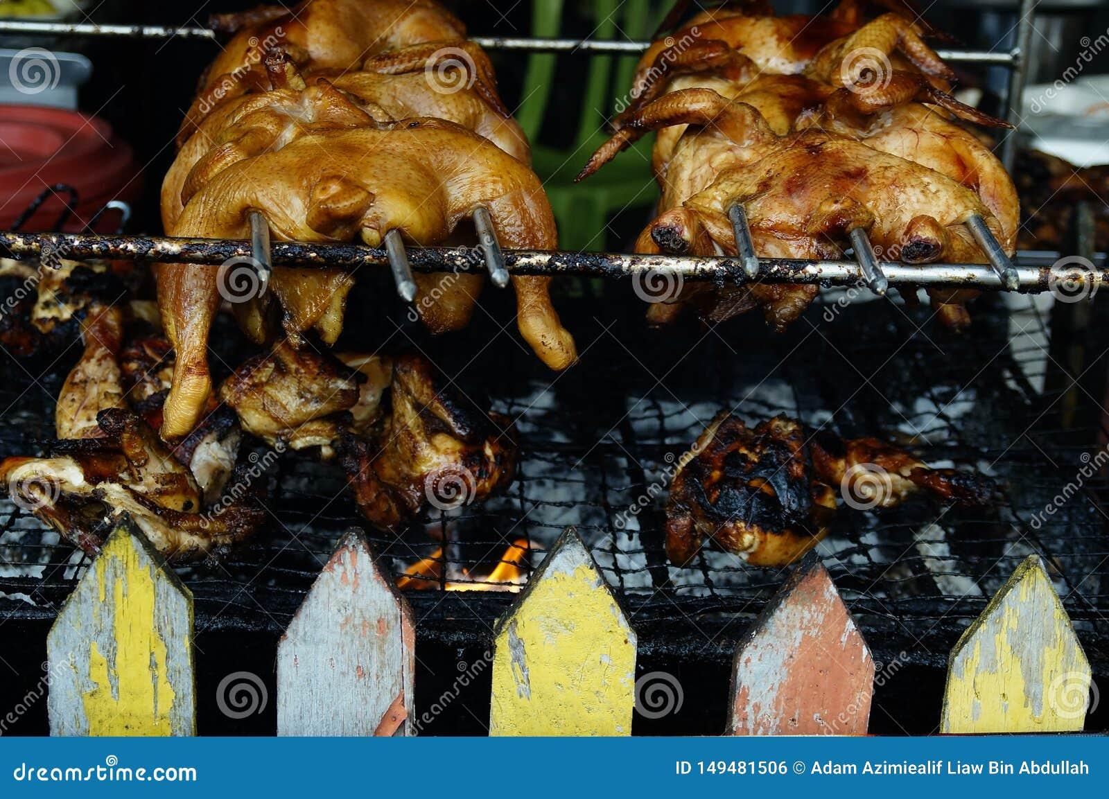 Vente de poulet r?ti au march? en plein air