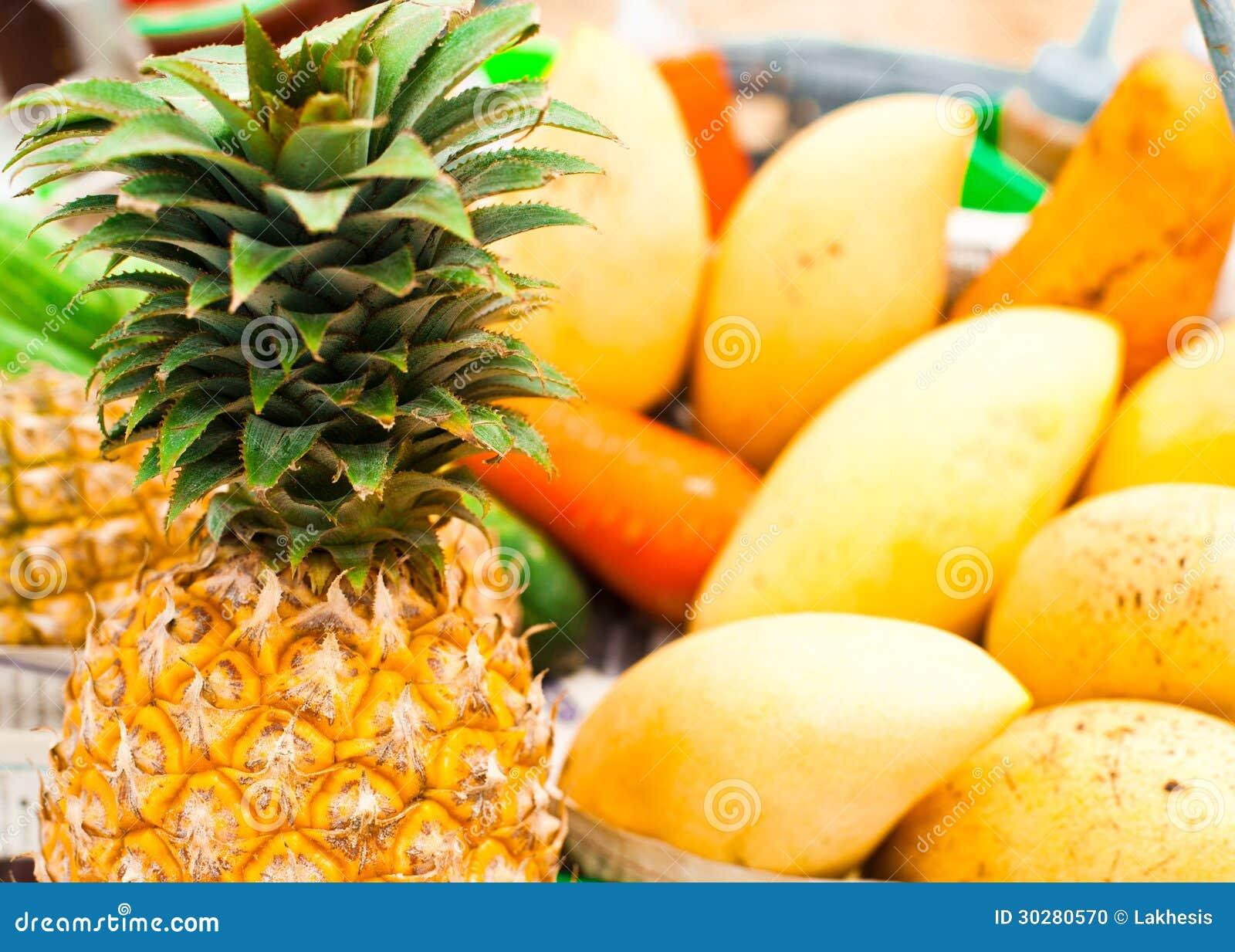 Fruits et l gumes tropicaux au march photo stock image 30280570 - Fruits et legumes de a a z ...