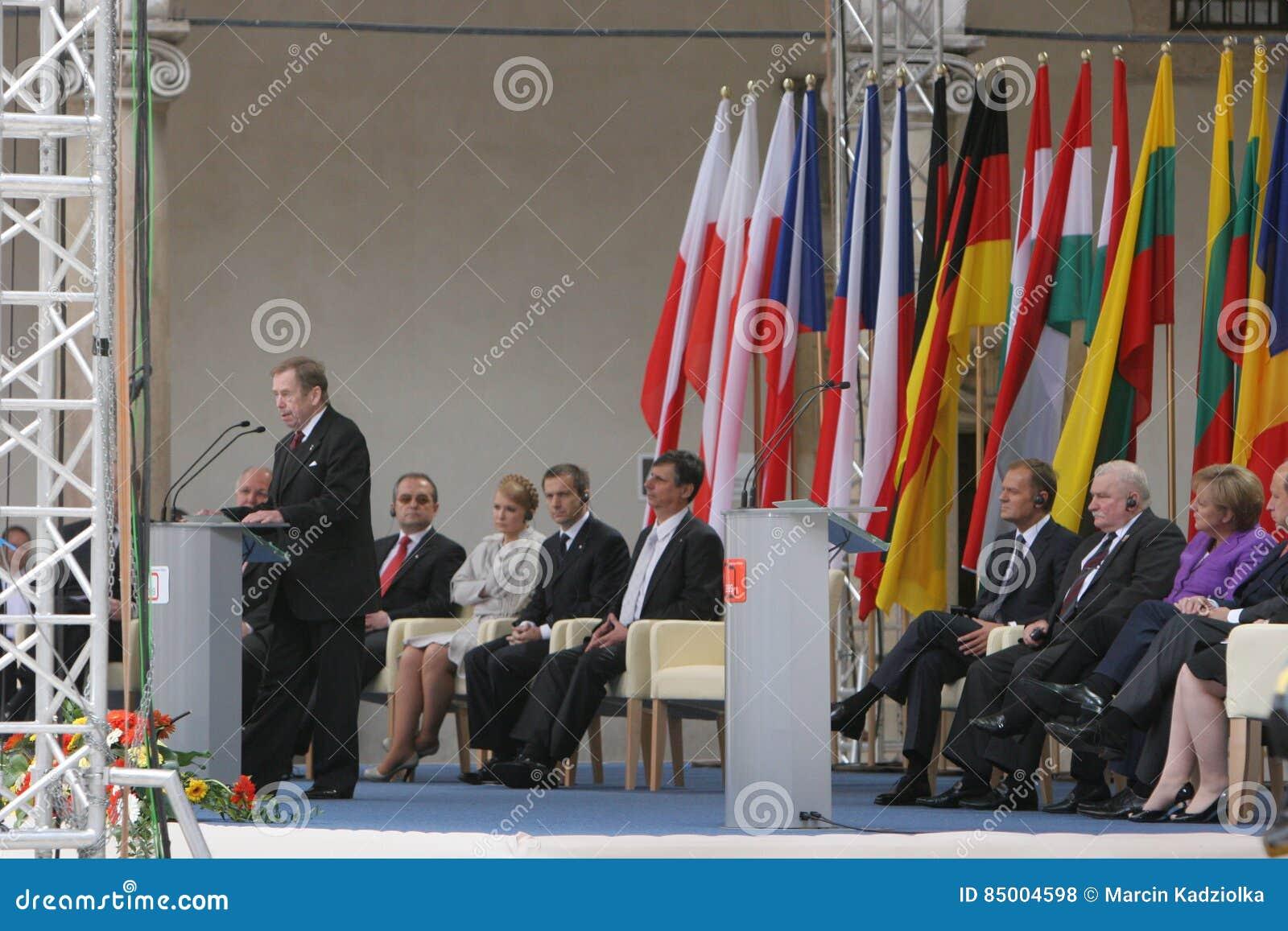 Ventesimo anniversario del crollo di comunismo in Europa centrale