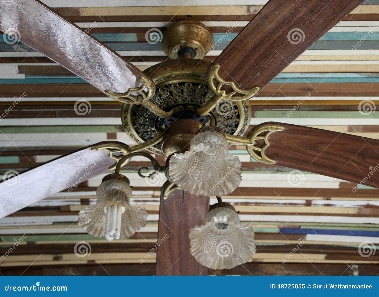 ventilateur de plafond en bois image stock image du. Black Bedroom Furniture Sets. Home Design Ideas