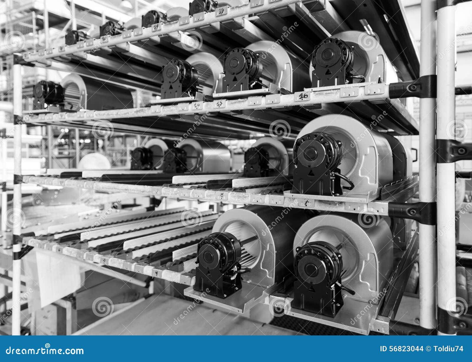 Ventilatormotoren op rollen gravitatie klaar om worden gebruikt