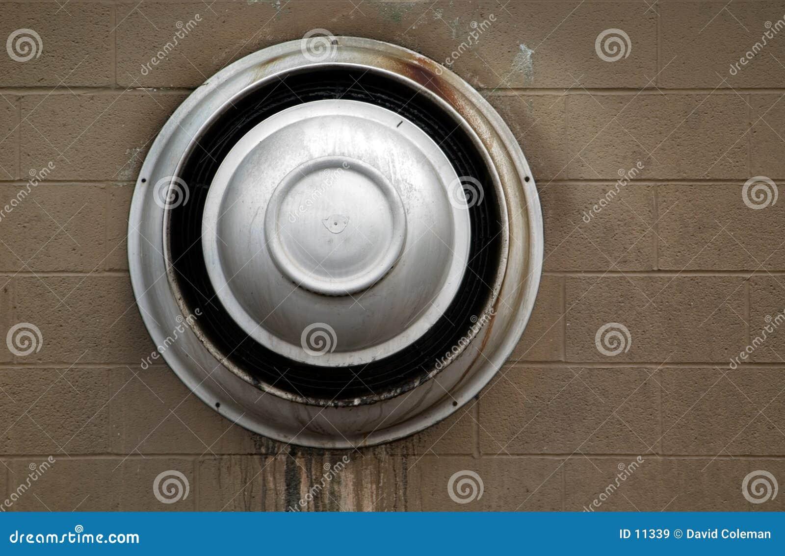 Ventilatoruttaglufthål