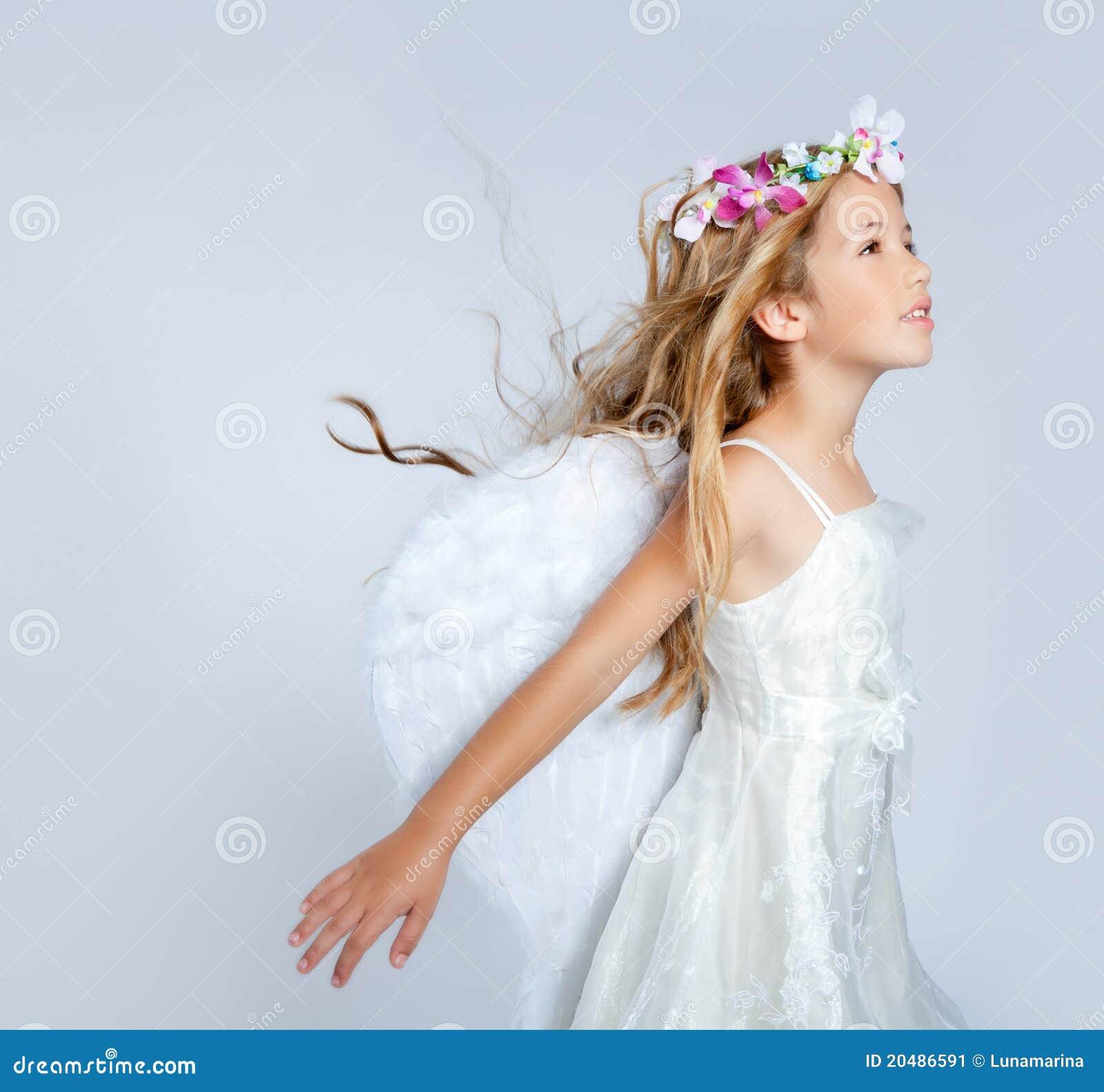 Vento della ragazza dei bambini di angelo in capelli