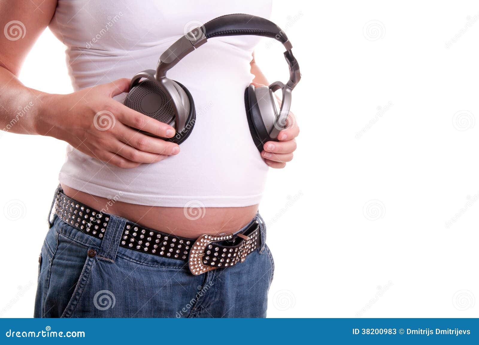 ventre de femme enceinte avec le casque image stock image du isolat sonore 38200983. Black Bedroom Furniture Sets. Home Design Ideas