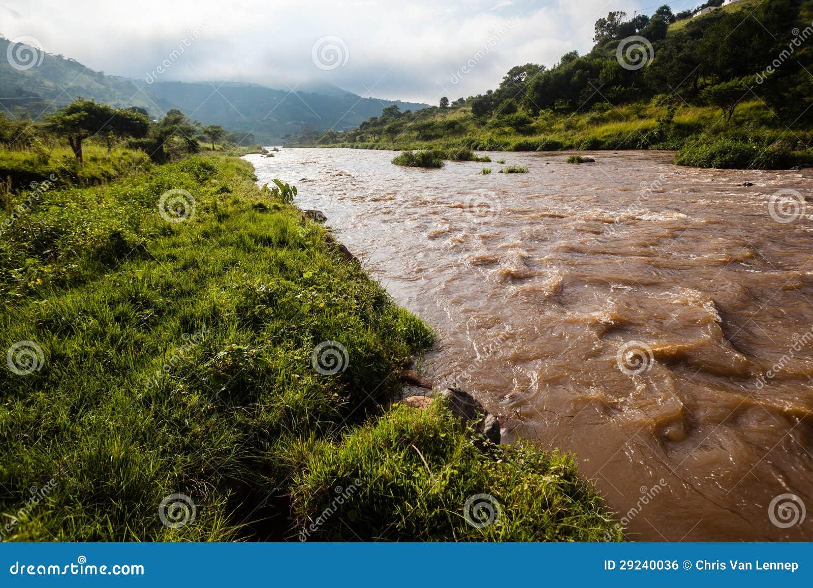 Download Verão Do Vale Dos Rapids Do Rio Foto de Stock - Imagem de paisagem, esportes: 29240036
