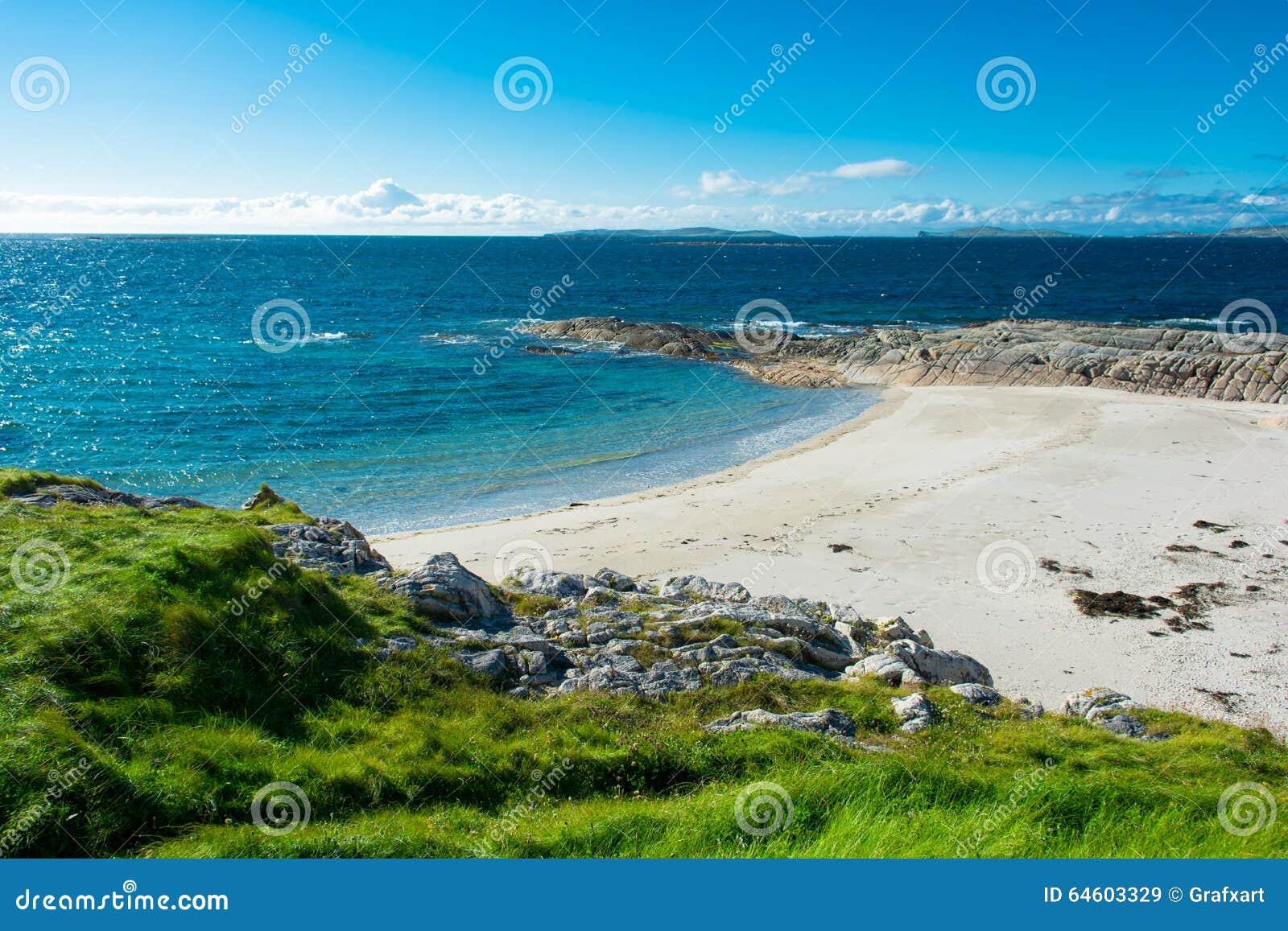 Ver Wit Zandstrand in Connemara in Ierland