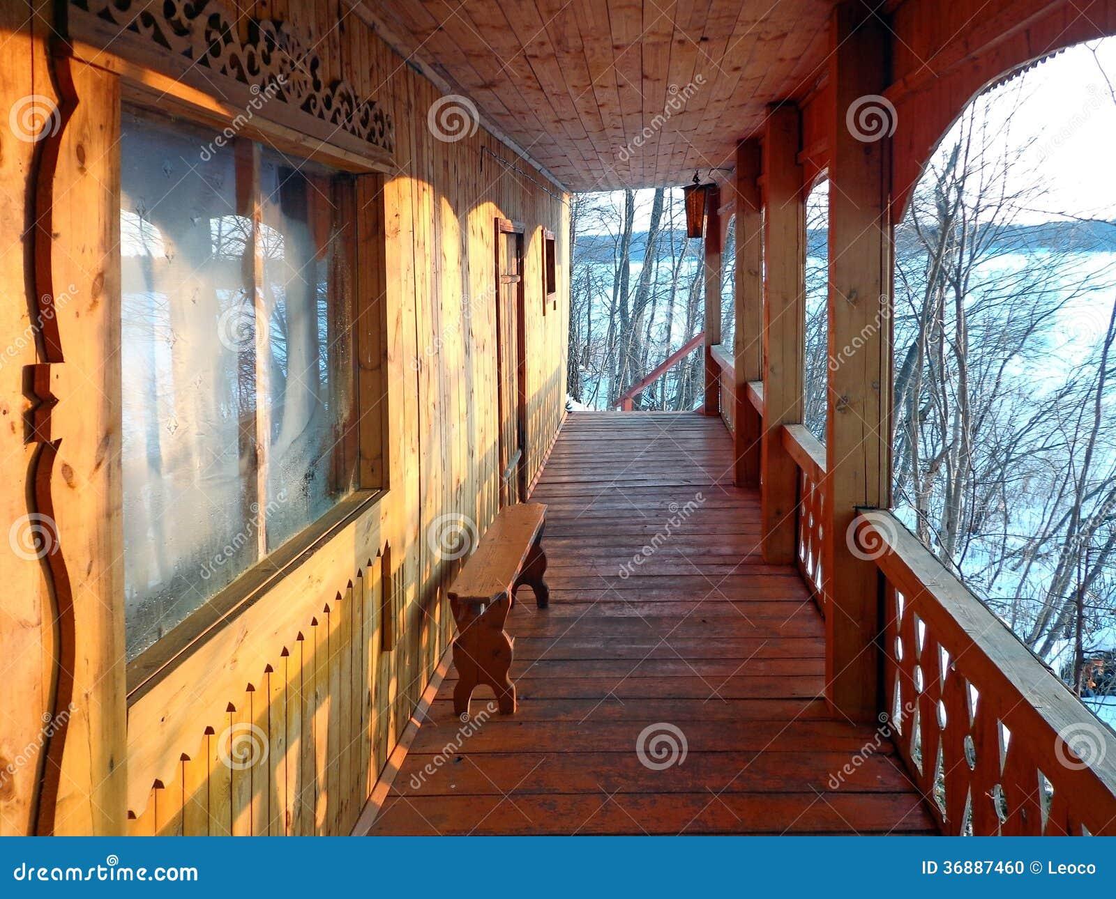 Download Veranda fotografia stock. Immagine di soffitto, dais - 36887460