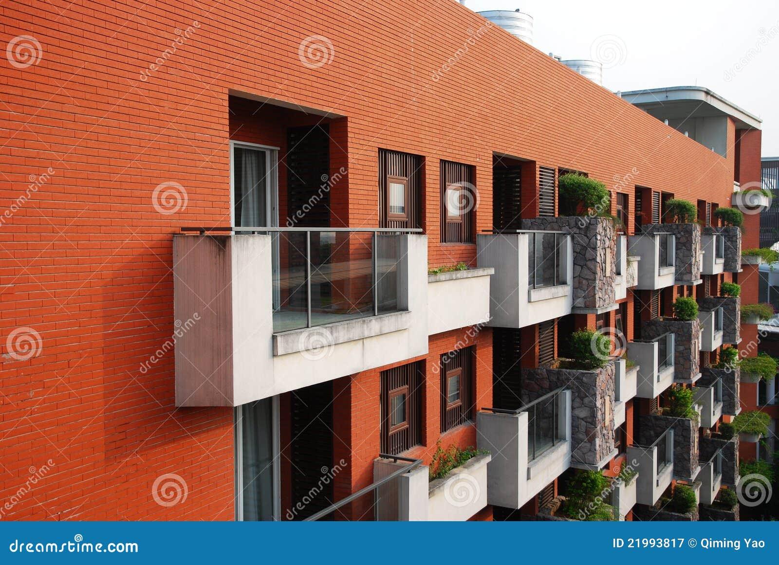 Veranda en rode muur stock afbeelding afbeelding bestaande uit