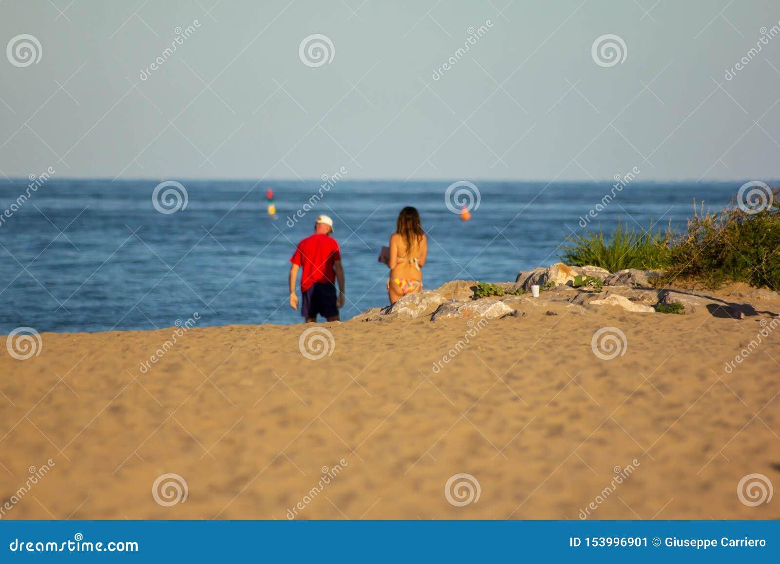 Verano Fondo foto modificada con la saturación de la playa y mar con el umbrellon