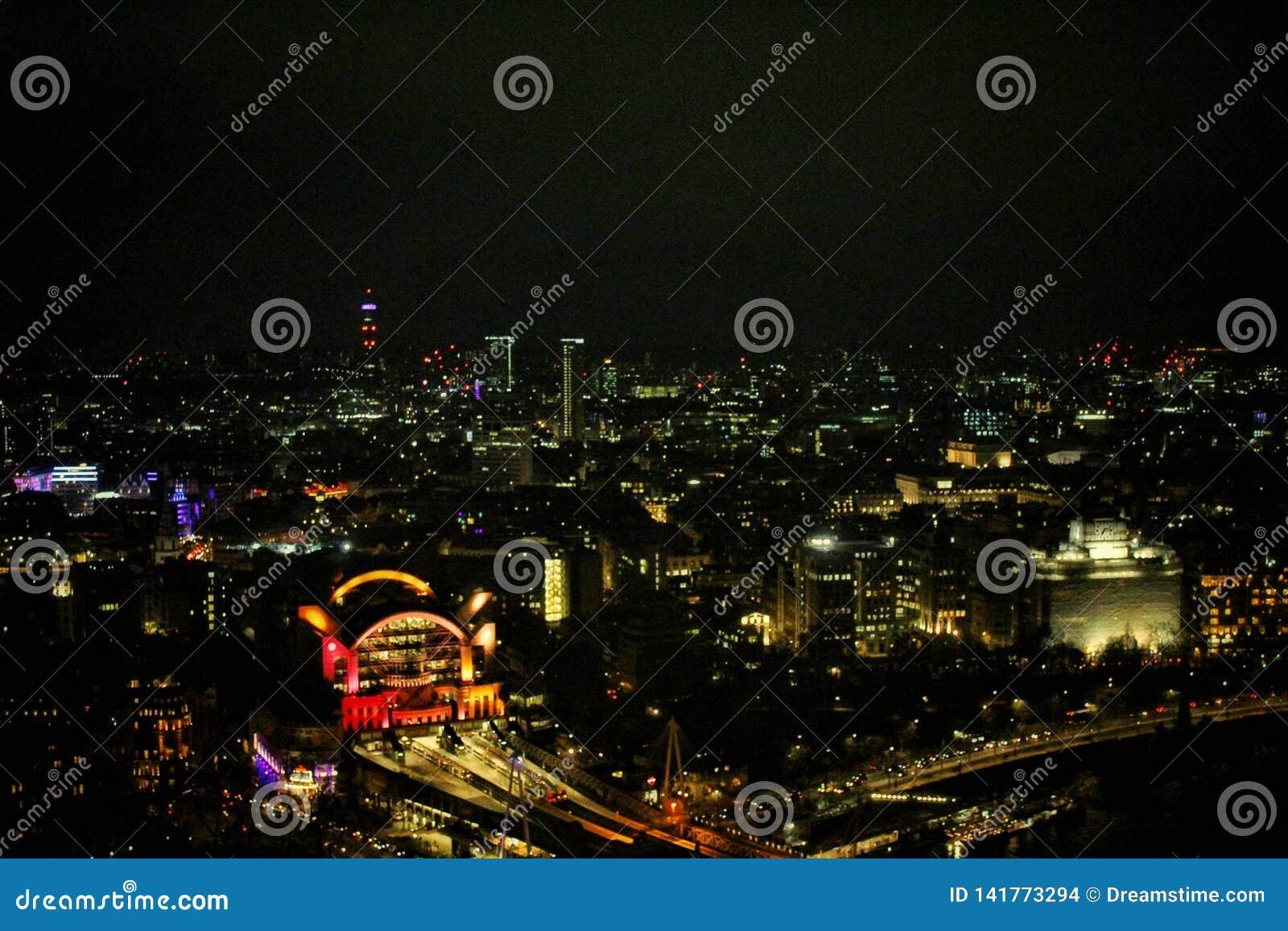 Verbazende mening in de het oognacht van Londen