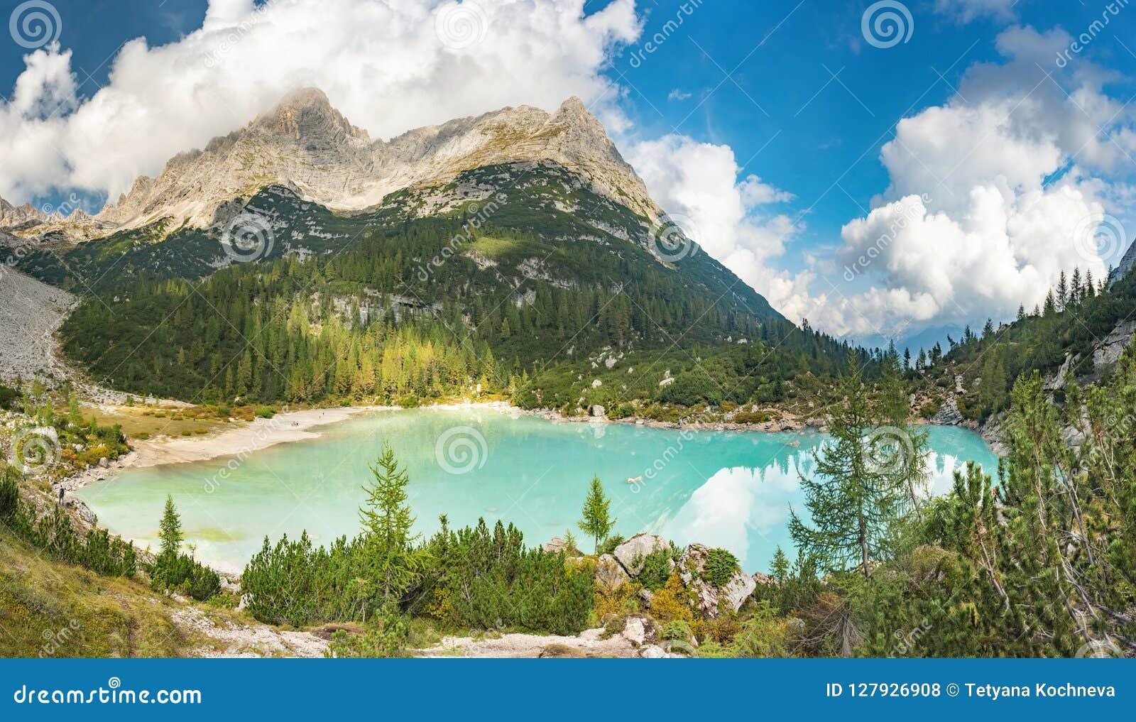 Verbazende mening van Sorapis-meer Lago Di Sorapis Dolomites, Italië