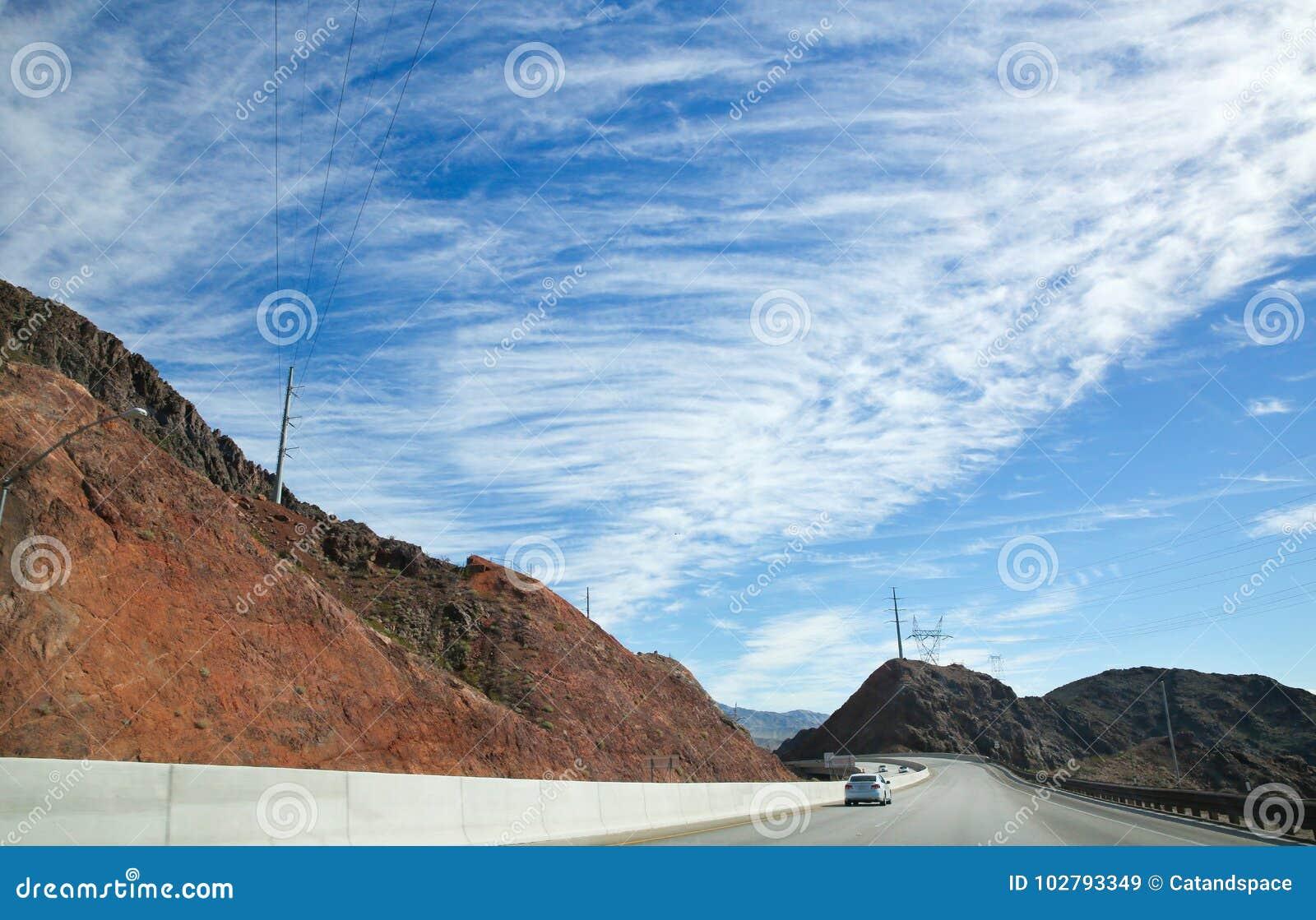 Verbazende mooie hemel en weg in de V.S.
