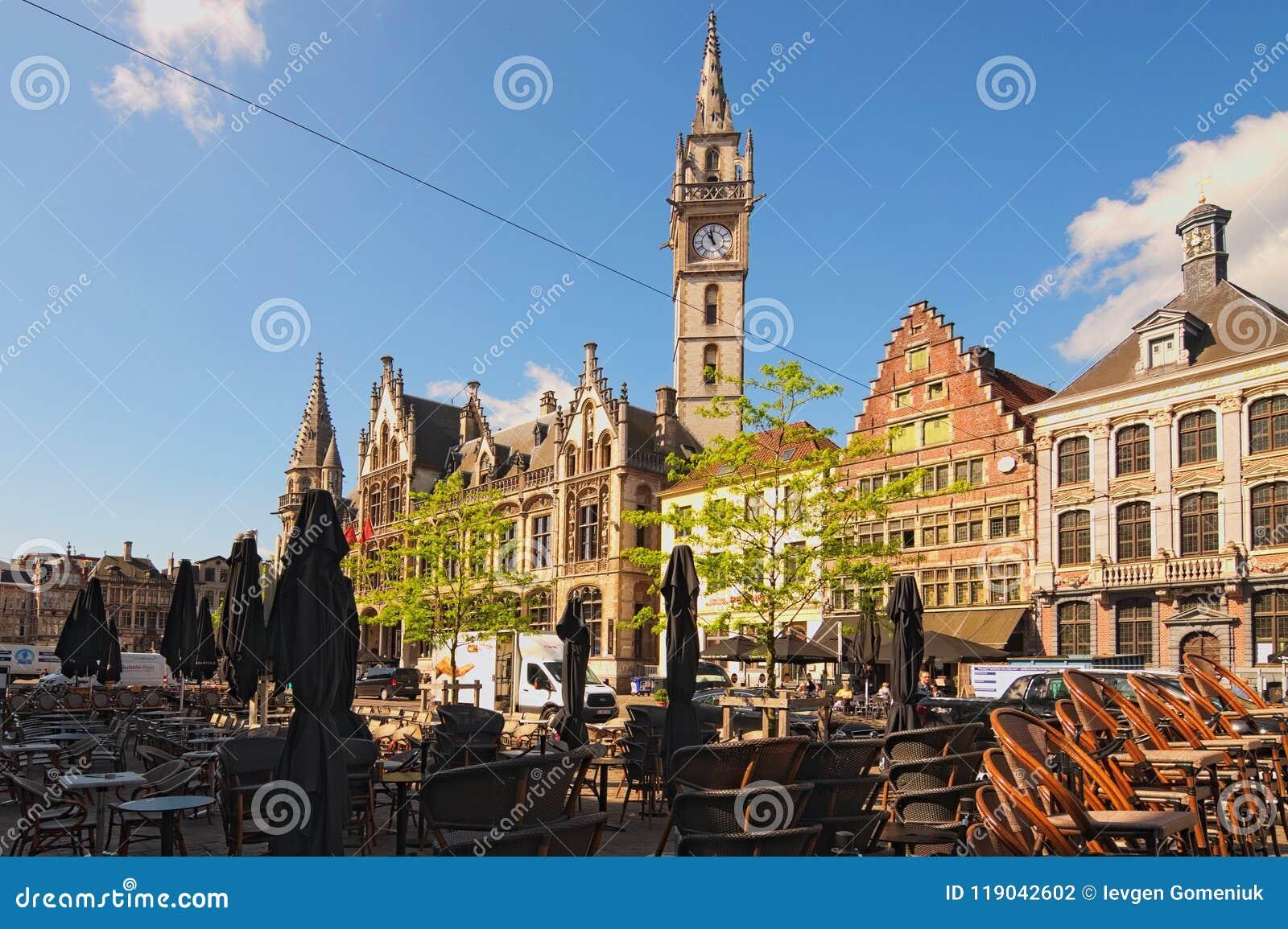 Verbazende Tarwemarkt het Nederlands: Korenmarkt Toren van oud Postkantoor bij de achtergrond