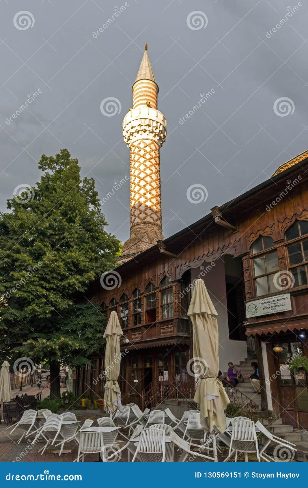 Verbazende zonsondergangmening van Dzhumaya-Moskee in stad van Plovdiv, Bulgarije