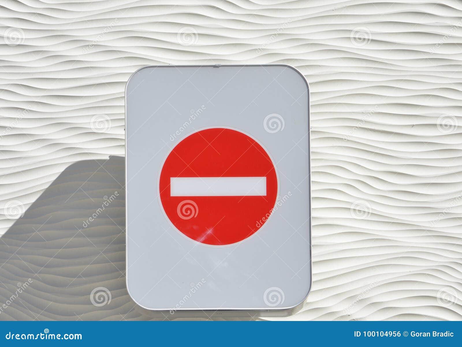 Verbotene Richtung des Verkehrszeichens