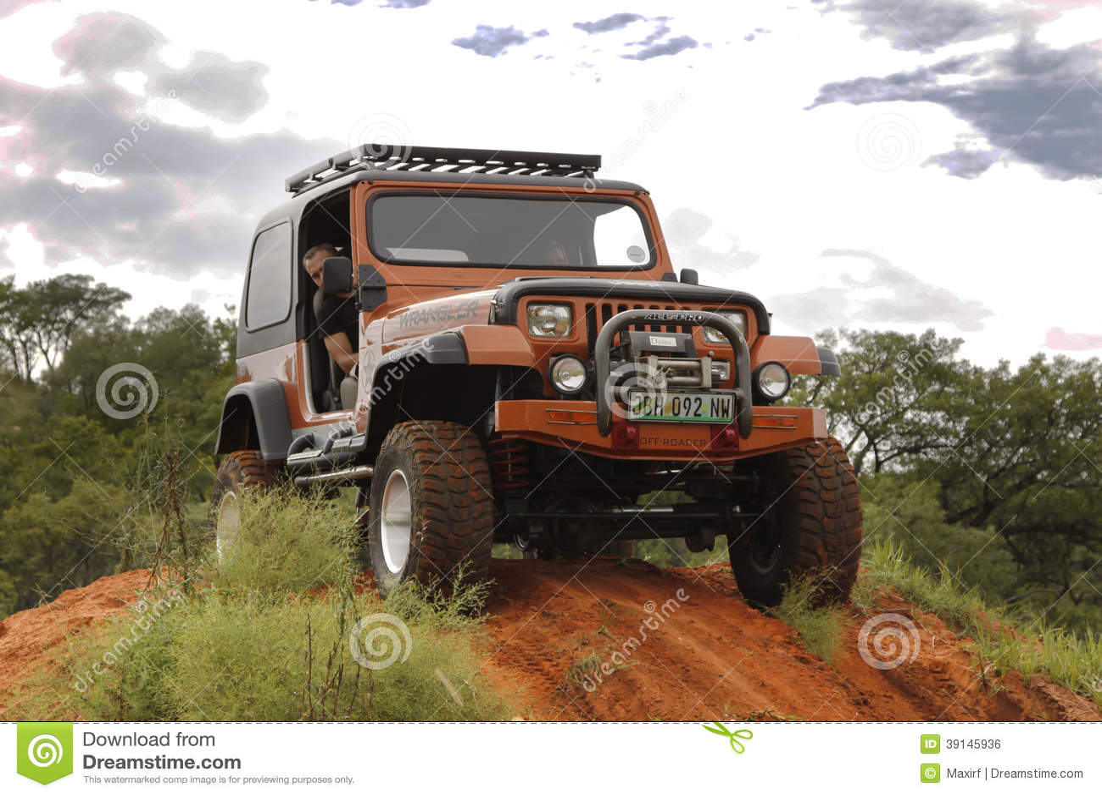 Verbrijzeling Beige Jeep Wrangler Off-Roader V8