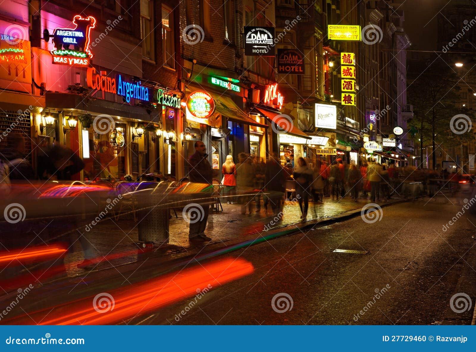 Verdammungs-Straße in der Nacht