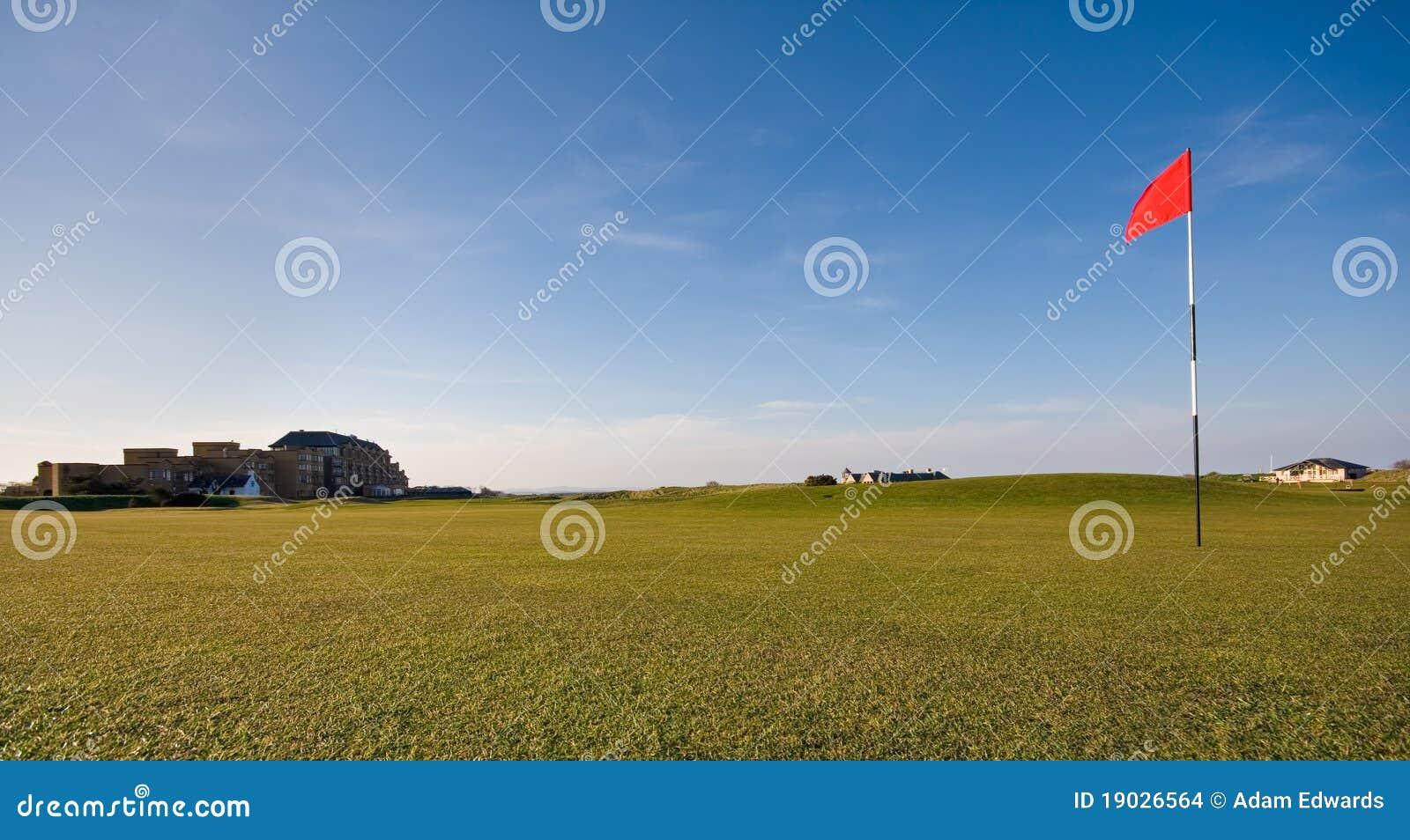 Verde do golfe no curso velho do St Andrews