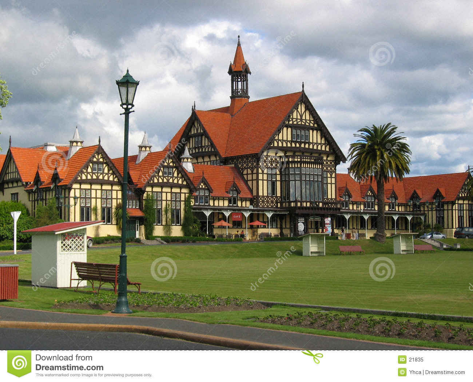 Verde y edificios de los deportes