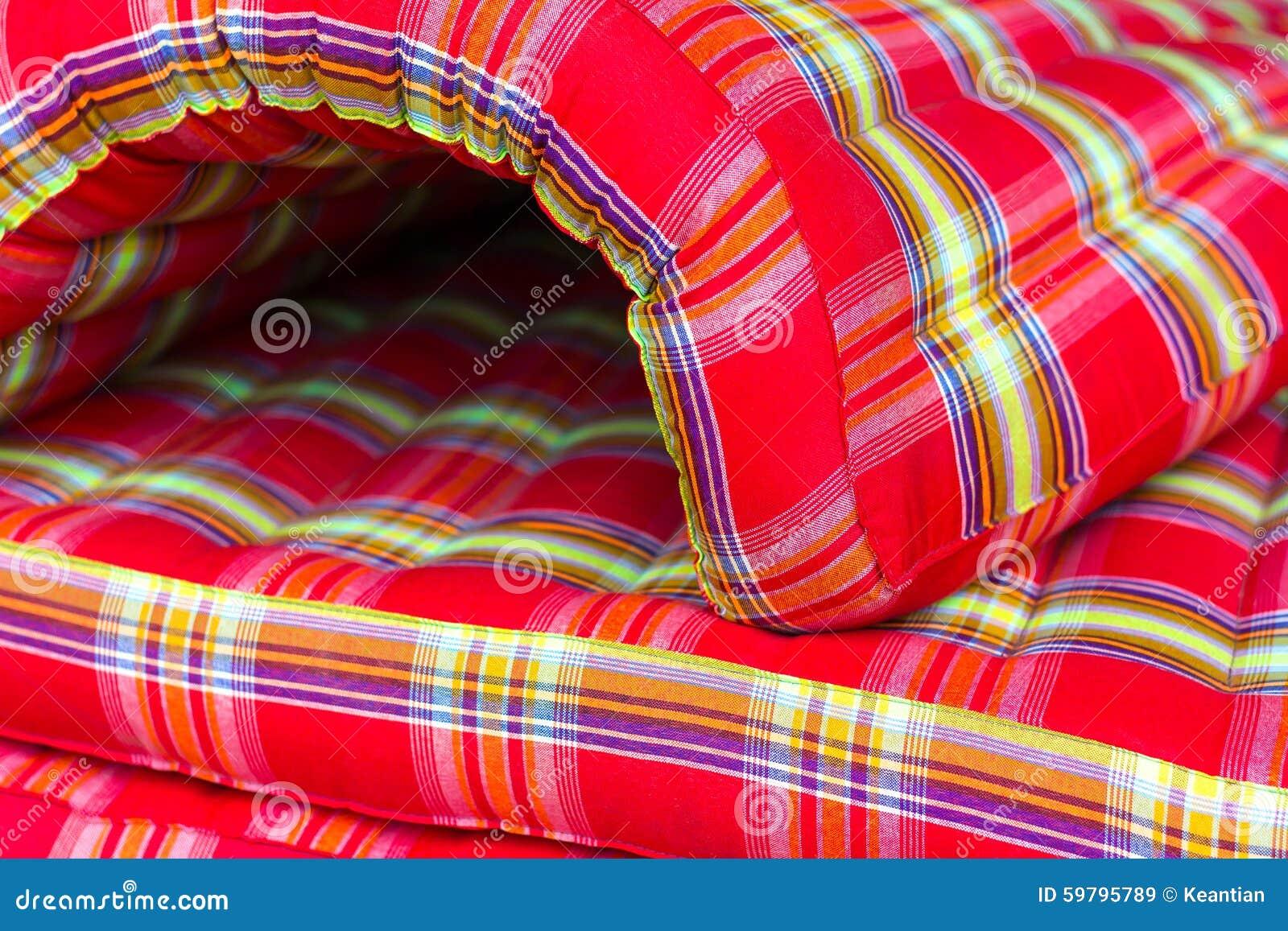 Verdraaide rolmatras stock afbeelding afbeelding bestaande uit cultuur 59795789 - Halve cirkelbank ...