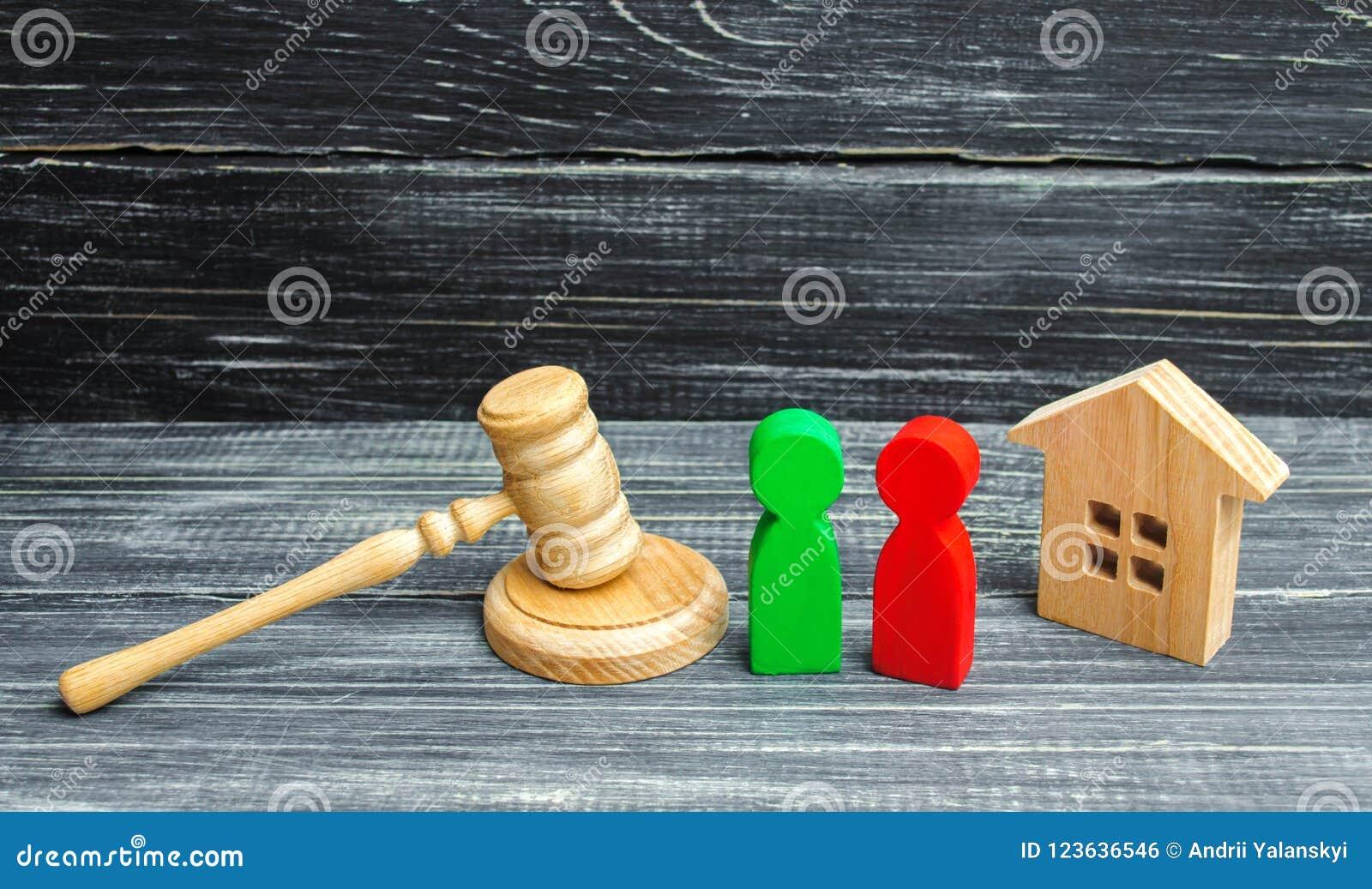 Verduidelijking van eigendom van het huis hof Houten cijfers van mensen rivalen in zaken de concurrentie, proef, conflict victor