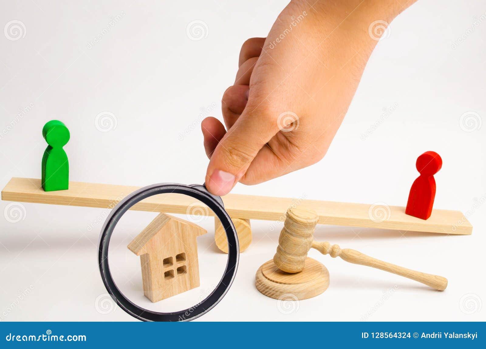 Verduidelijking van eigendom van het huis houten cijfers van peopl