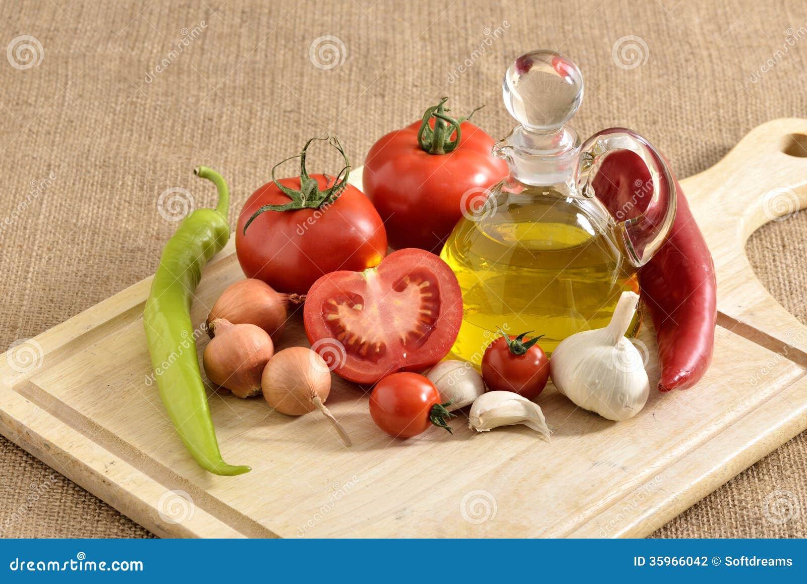 Verduras - cebolla, ajo, pimienta de chiles, tomates y