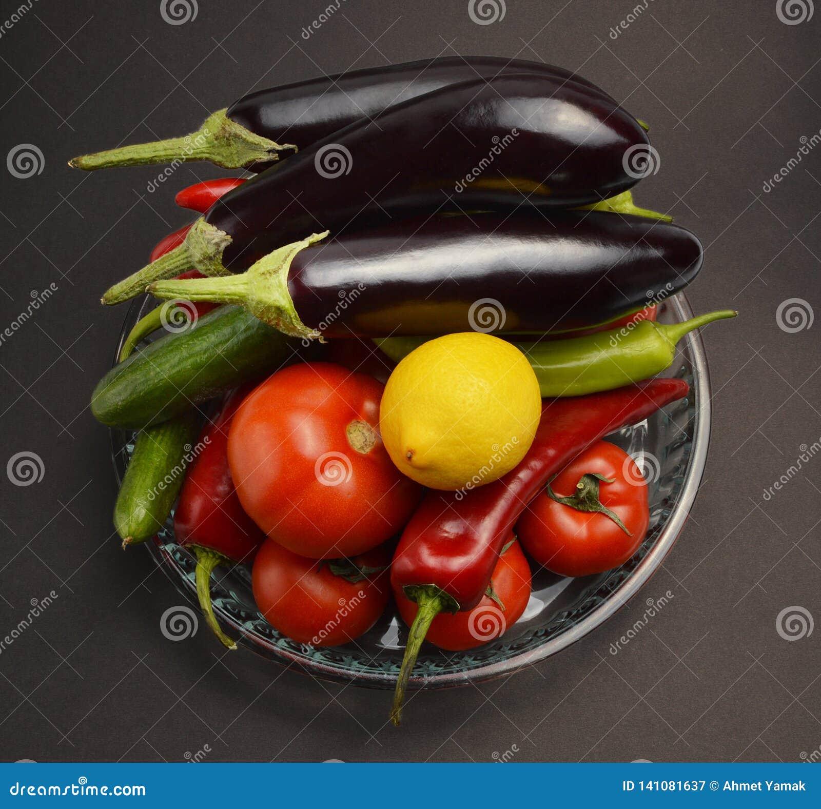 Verduras en bol de vidrio