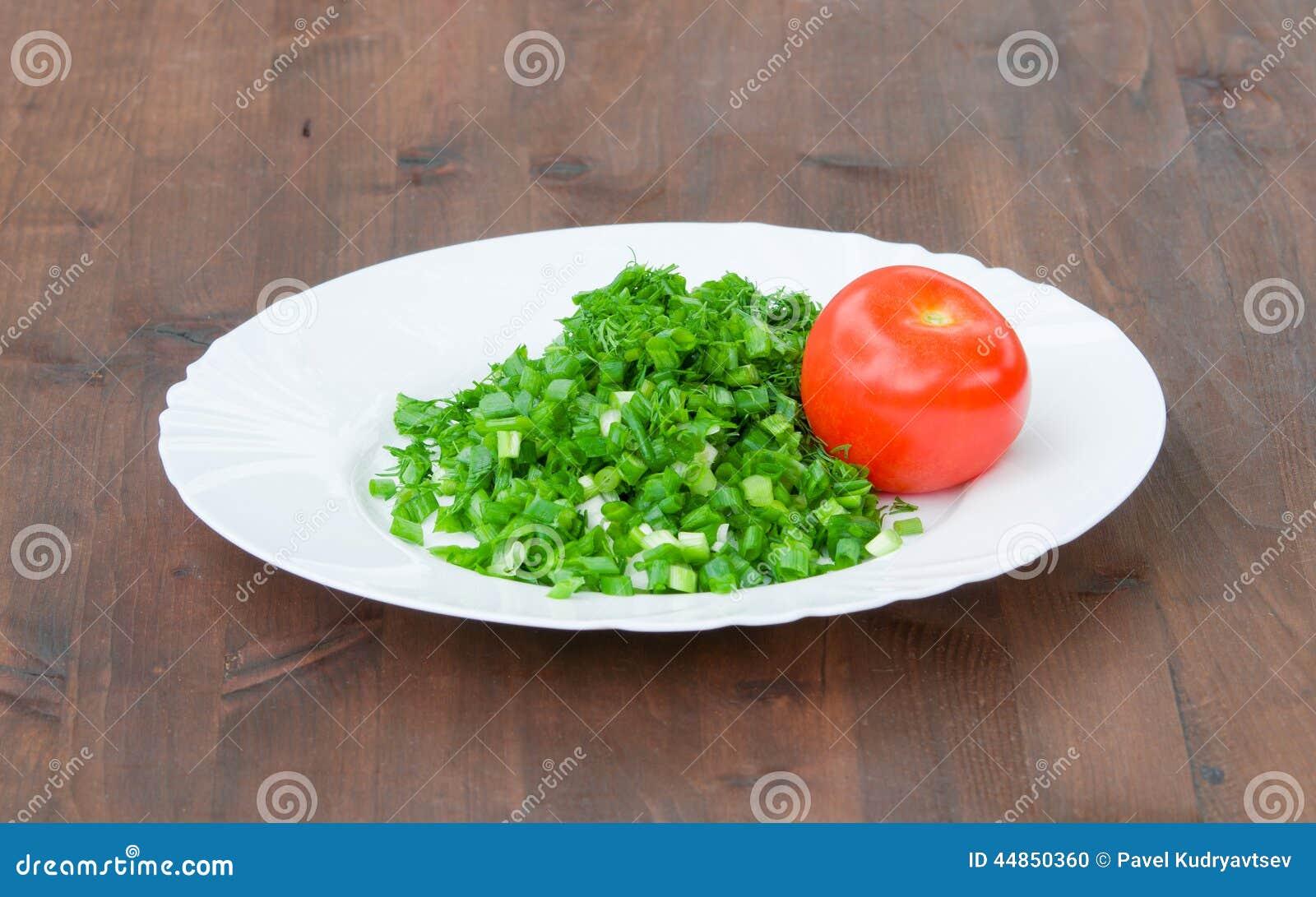 Verduras frescas en la placa