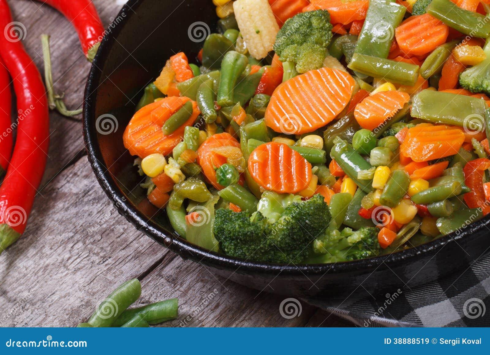 Verdure cotte a vapore in una vista superiore della pentola immagine stock immagine di cuoco - Pentola x cucinare a vapore ...