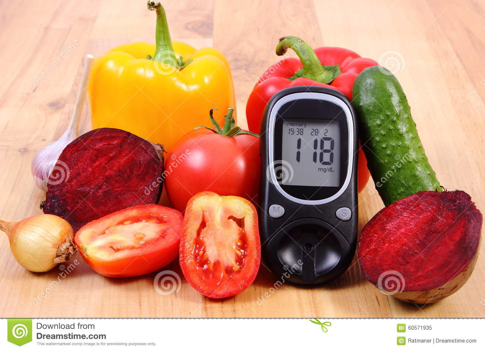Spuntini Sani E Diabete : Verdure e metro del glucosio su superficie di legno stile di vita