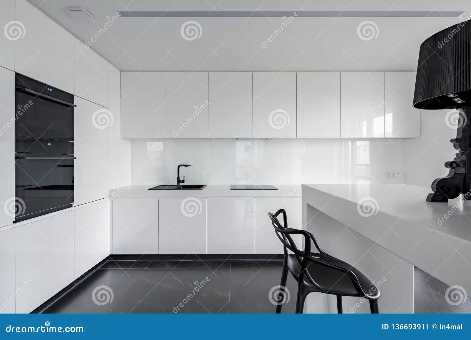 Verfijnde Zwart Witte Keuken Stock Afbeelding Afbeelding Bestaande Uit Zwart Perfect 136693911