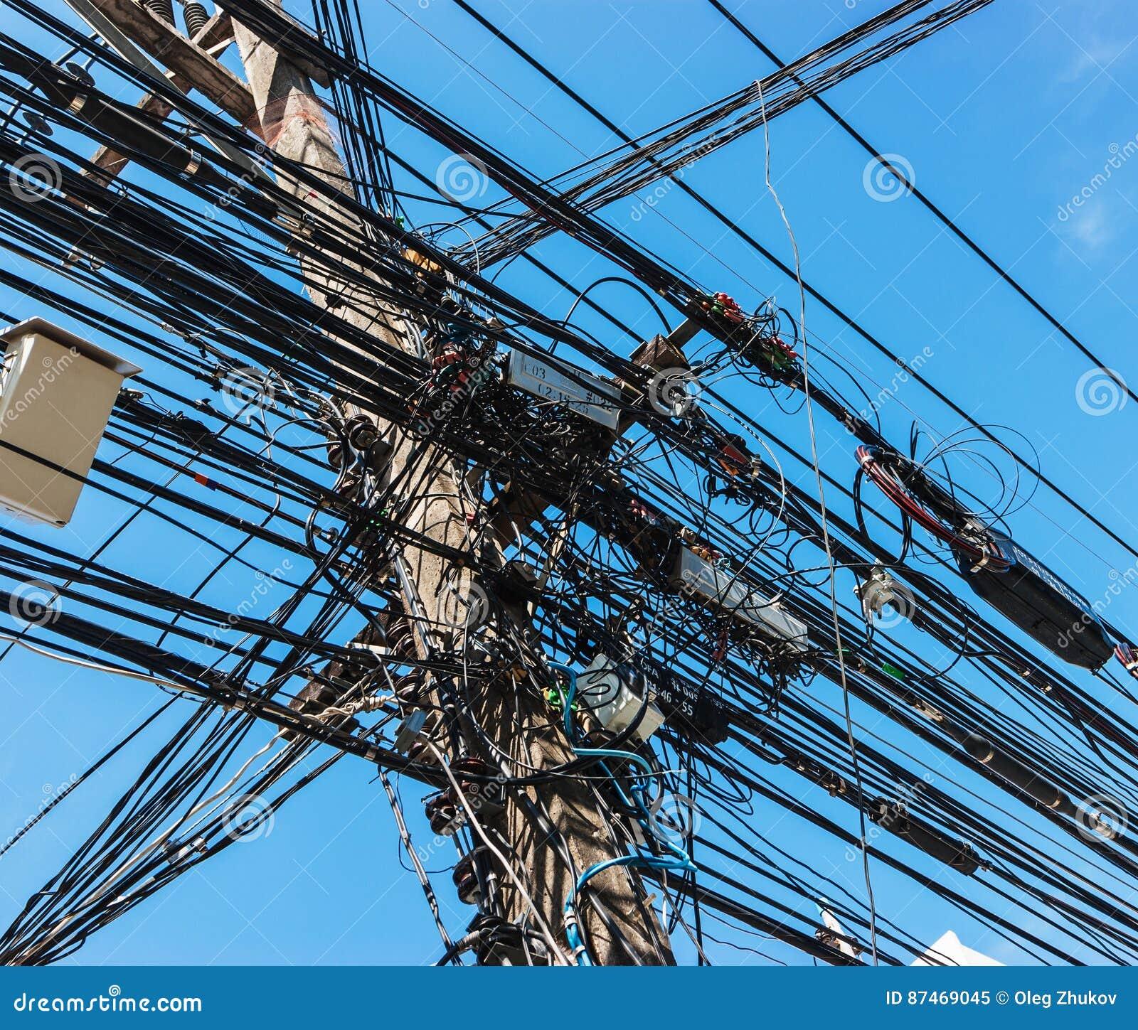 Verflechten Vieler Elektrischen Drähte Stockbild - Bild von ...