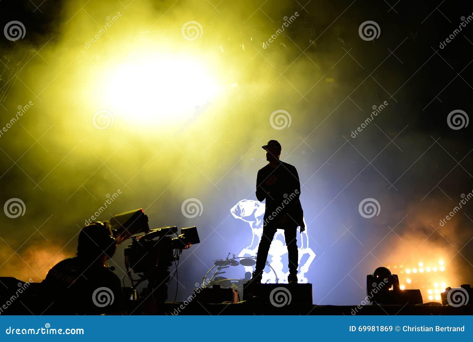 Verfolgung u. Status (britische Produktionsduoband der elektronischen Musik) im Konzert an FLUNKEREI Festival