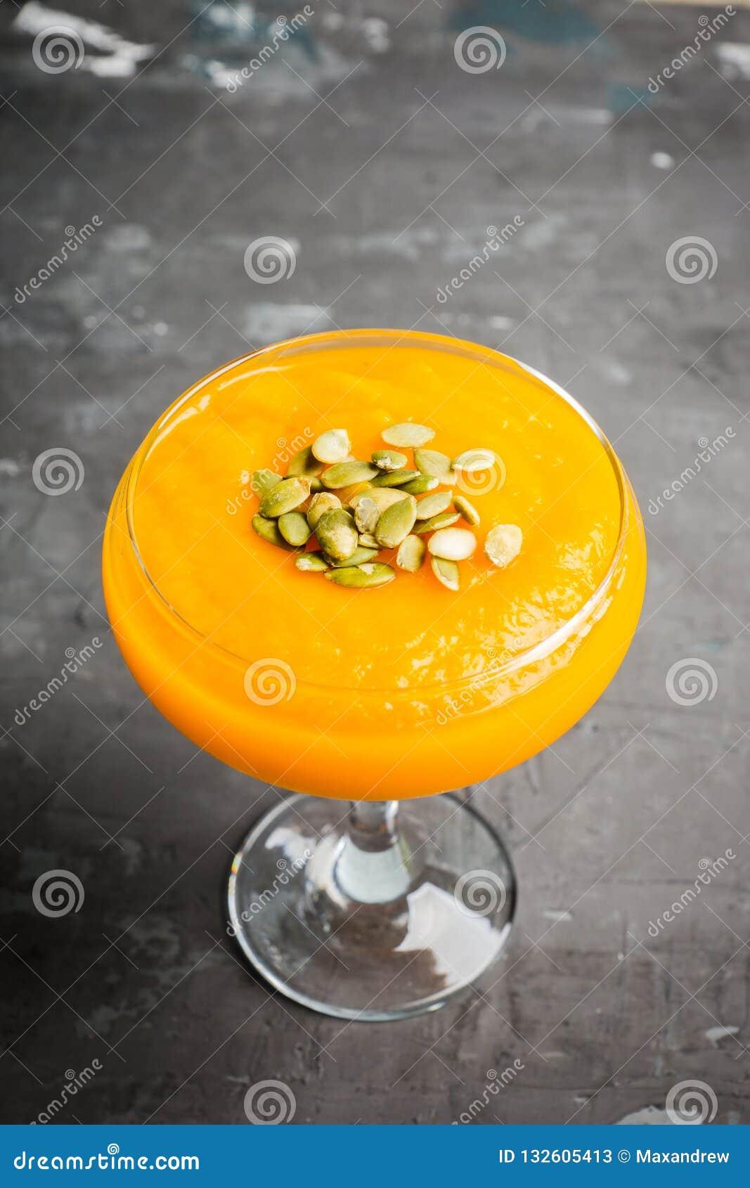 Verfrissing en de gezonde drank van de de herfstpompoen