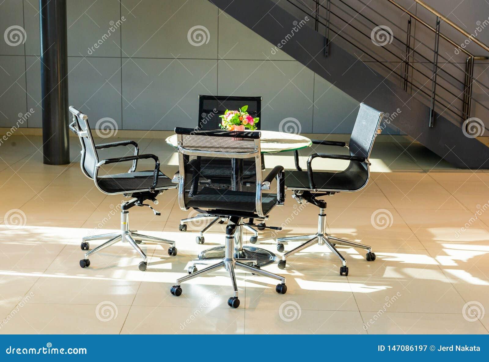 Vergaderingslijst in het bureaugebied